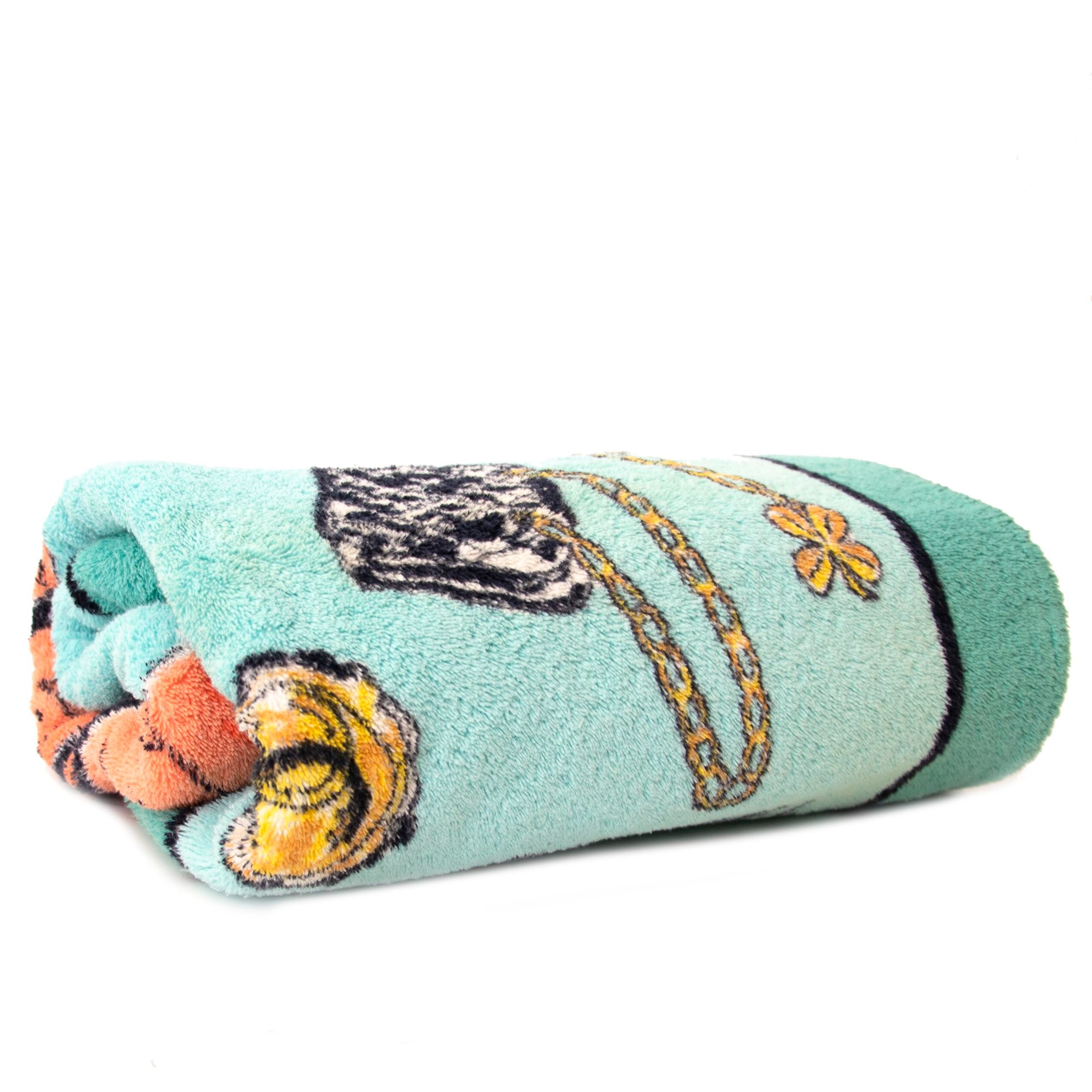 Buy authentic secondhand Chanel towel at Labellov vintage webshop for the lowest price.