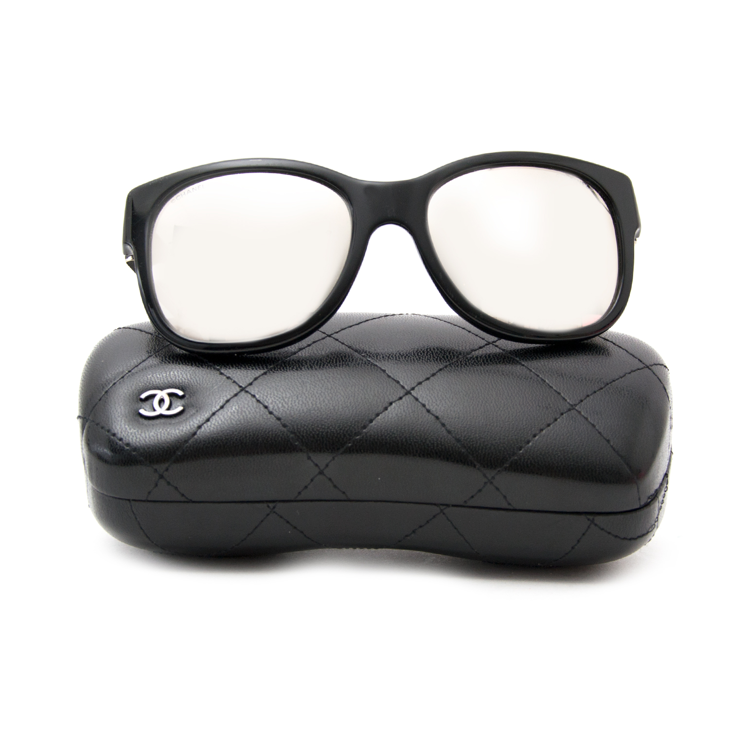 Acheter en ligne chez labellov.com pour le meilleur prix chanel lunettes de soleil
