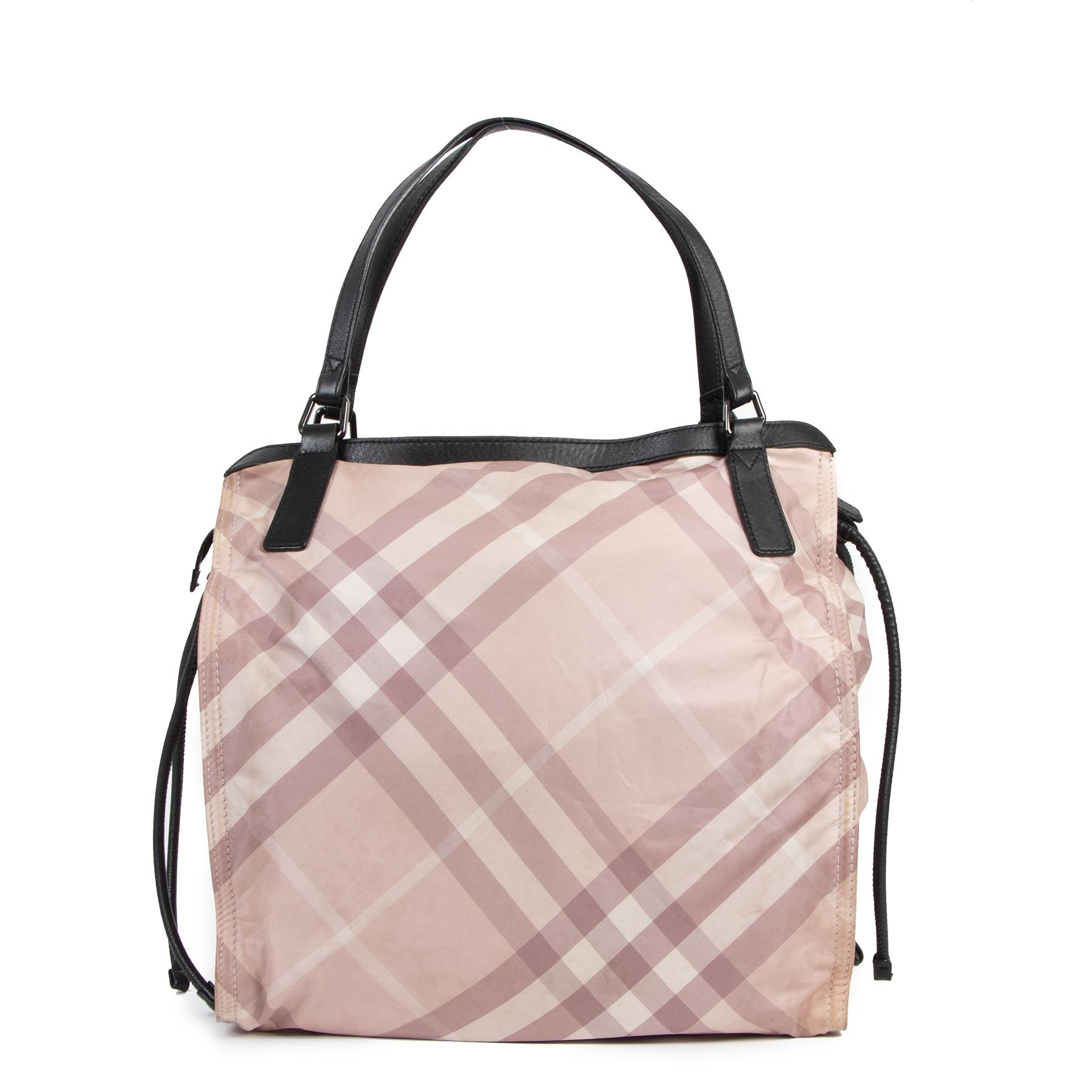 Koop veilig online authentieke tweedehands Burberry tassen met de juiste prijs bij LabelLOV.