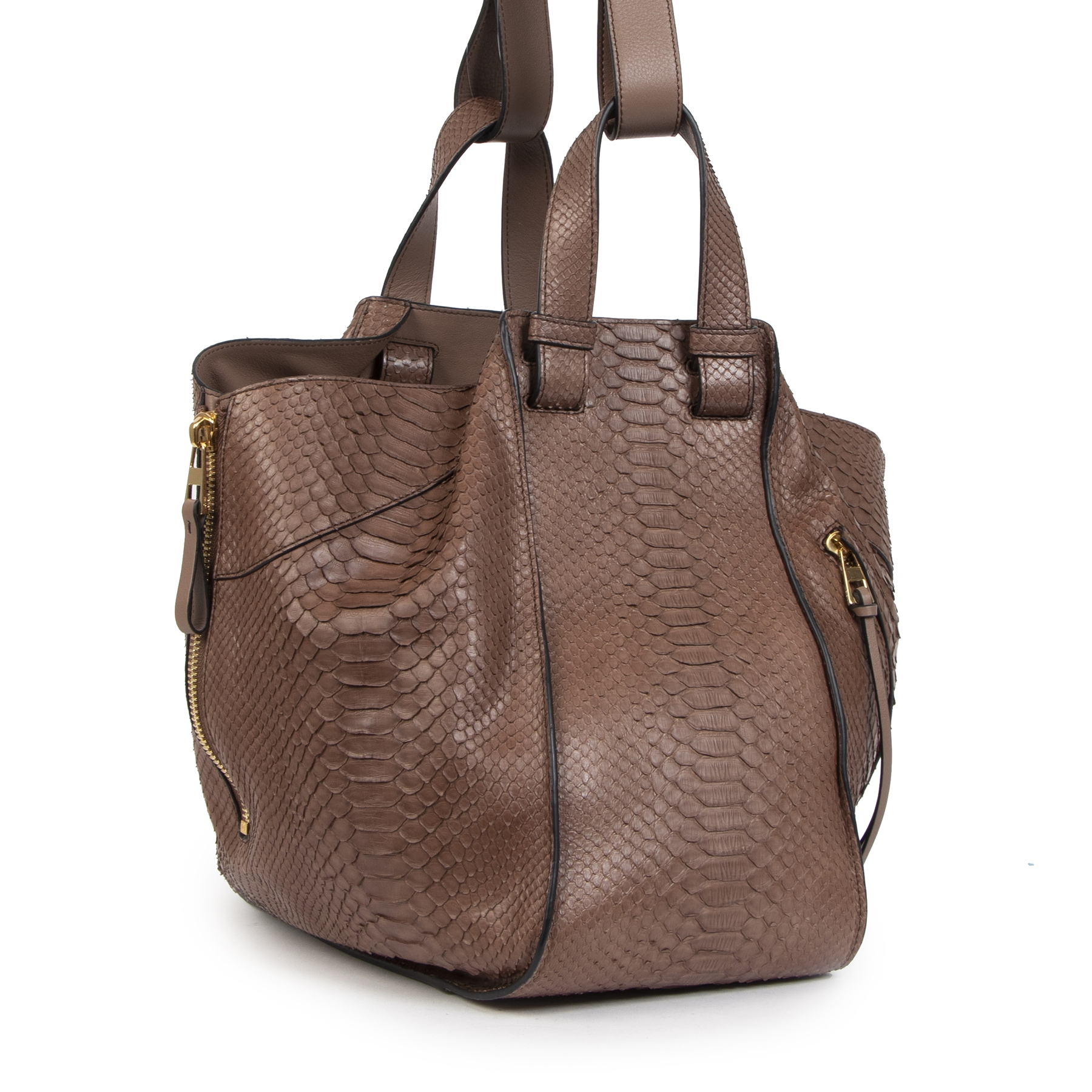 Buy authentic secondhand Loewe Hammock Brown Python Large Tote Bag  at the right price at LabelLOV vintage webshop. Safe and secure online shopping. Koop authentieke tweedehands Loewe Hammock Brown Python Large Tote Bag met de juiste prijs bij LabelLOV
