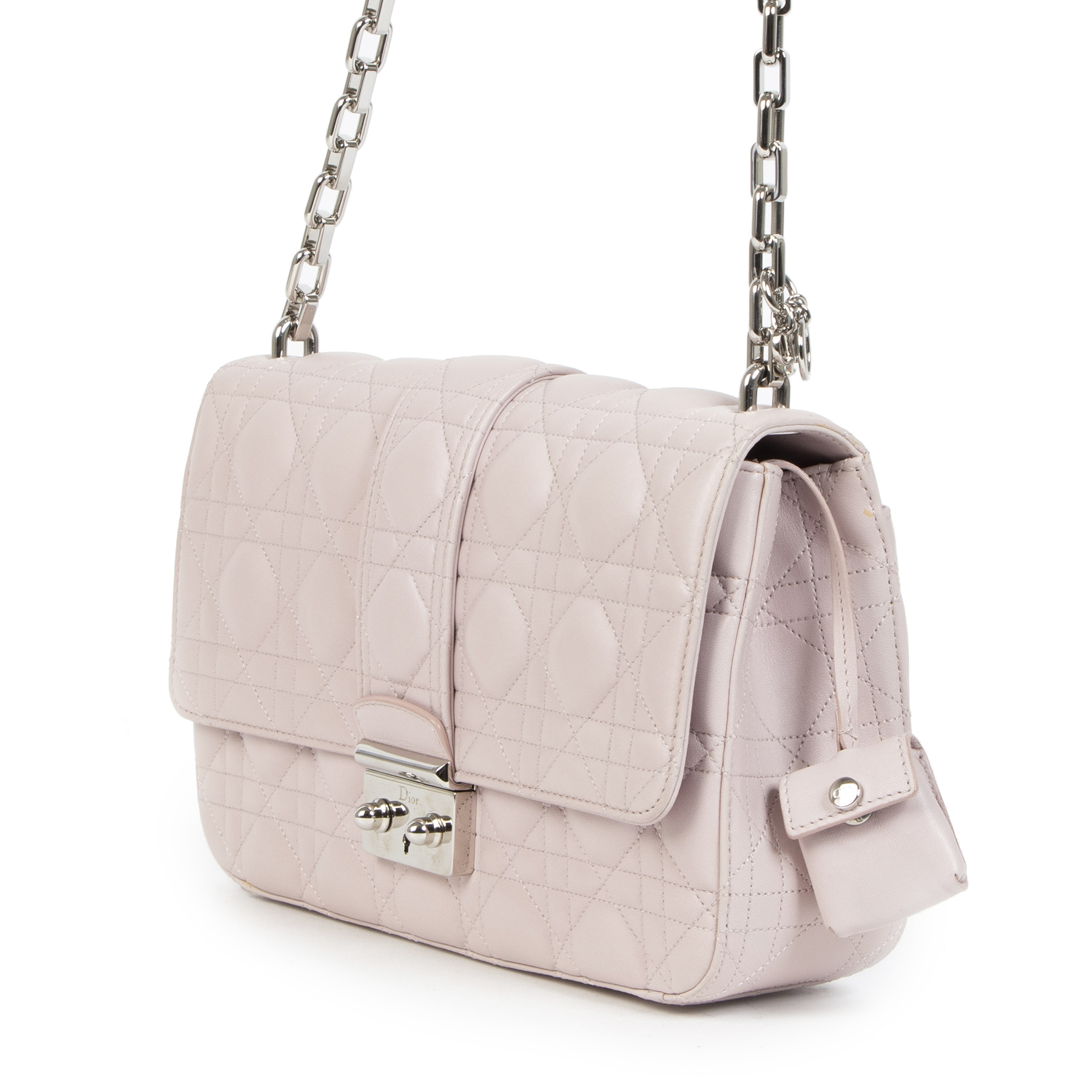 Buy authentic secondhand Dior Miss Dior Pale Pink Cannage Quilted Lambskin Leather Medium Flap Bag at the right price at LabelLOV vintage webshop. Safe and secure online shopping. Koop authentieke tweedehands Dior Miss Dior Pale Pink Cannage Quilted Lambs
