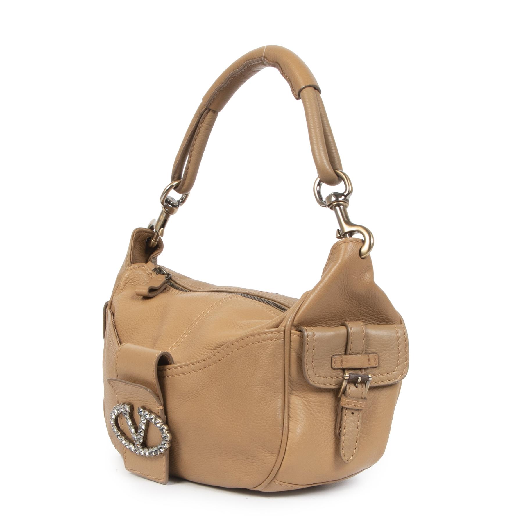 Authentieke tweedehands Valentino Camel V shoulder bag aan de juiste prijs online LabelLOV Luxe Merken Antwerpen