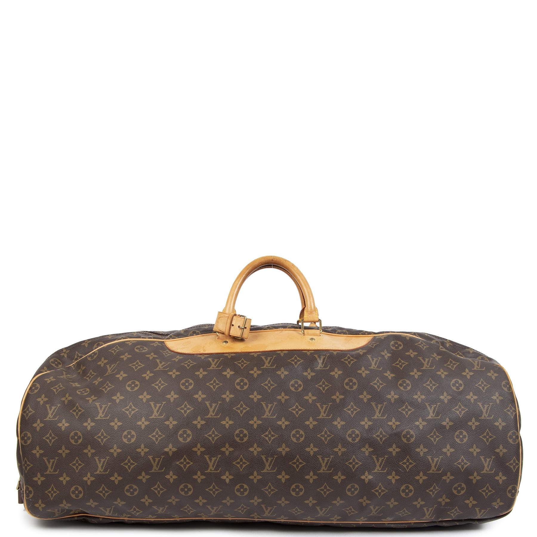 Authentiek tweedehands Louis Vuitton Monogram Sac Plein Air Long Sports Leather Travel Bag aan de juiste prijs veilig online shoppen LabelLOV Luxe merken winkelen LabelLOV Antwerpen België
