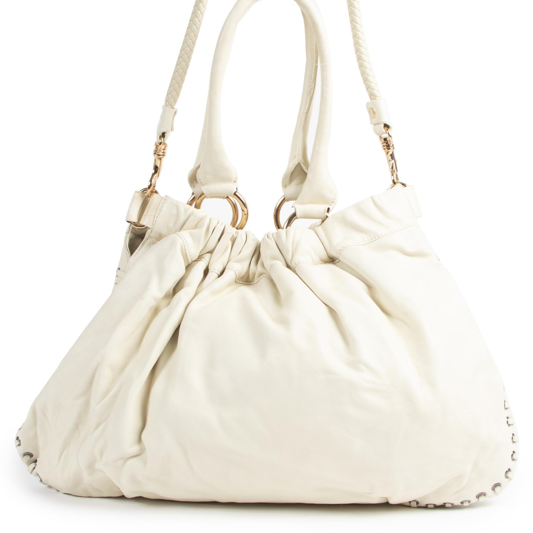 Authentieke Tweedehands Miu Miu White Studded Leather Shoulder Bag juiste prijs veilig online shoppen luxe merken webshop winkelen Antwerpen België mode fashion