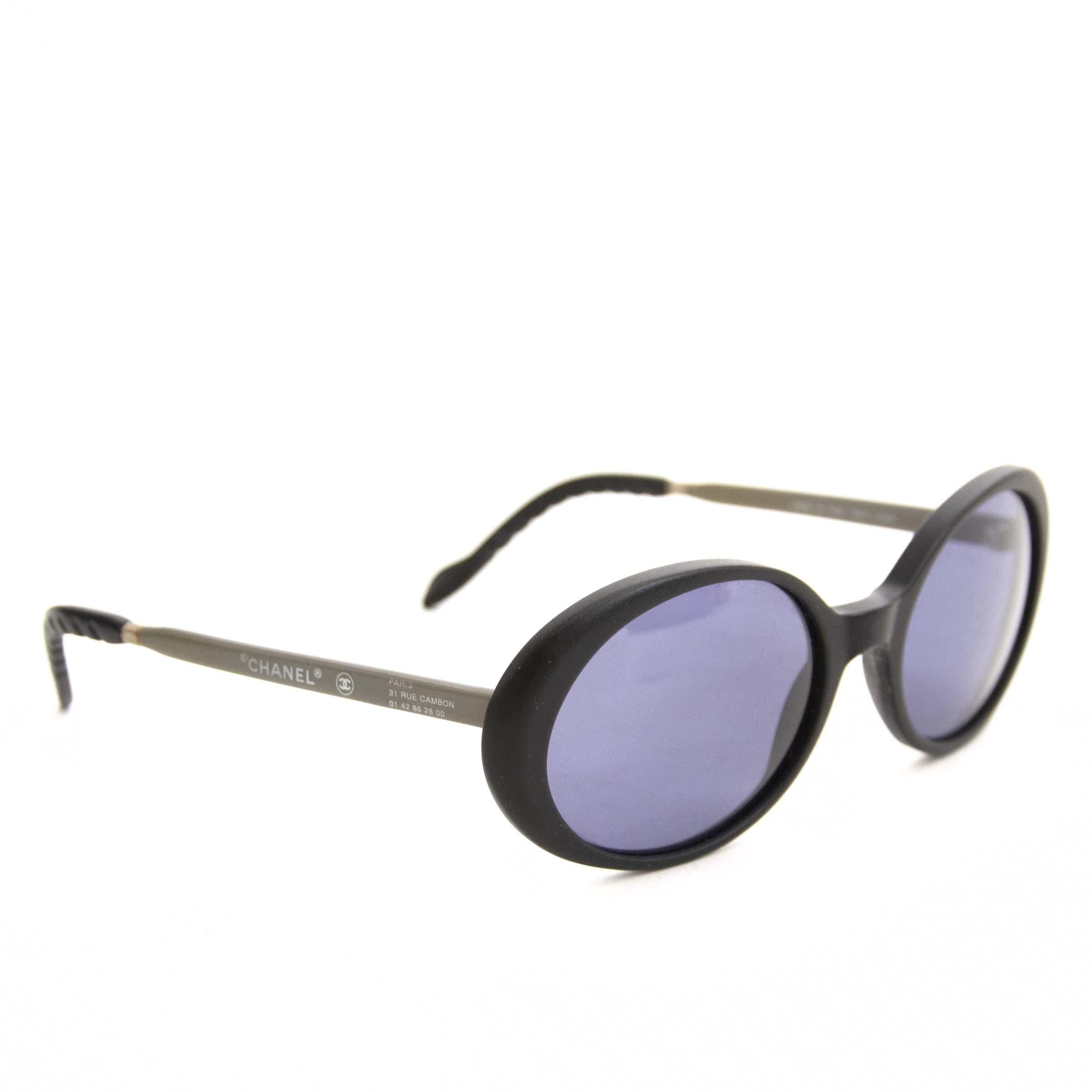 Authentique seconde main vintage Chanel Oval Sunglasses Black achète en ligne webshop LabelLOV