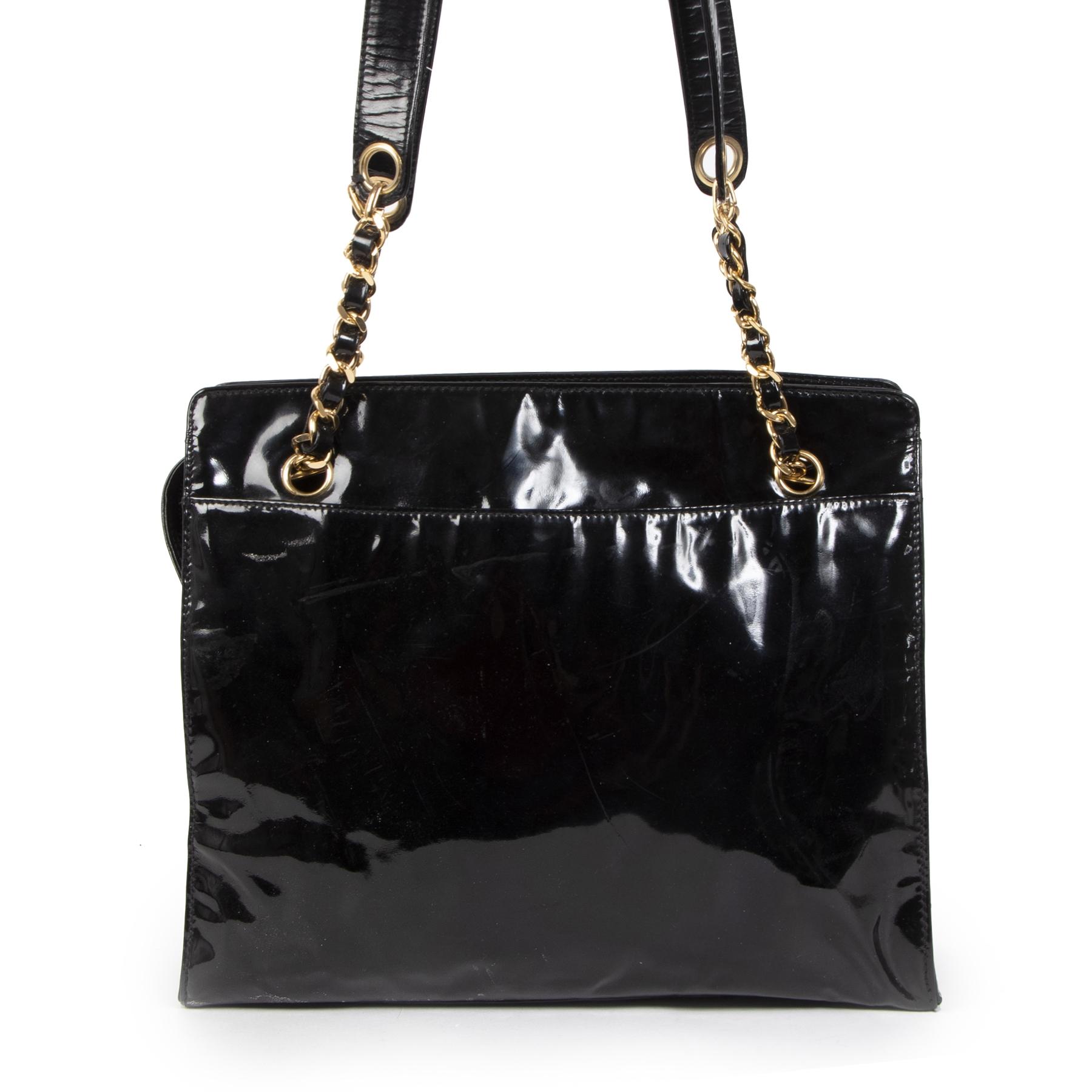 Koop authentieke tweedehands Chanel Black Patent CC Shoulder Bag aan de juiste prijs online in alle veiligheid bij labelLOV Antwerpen België