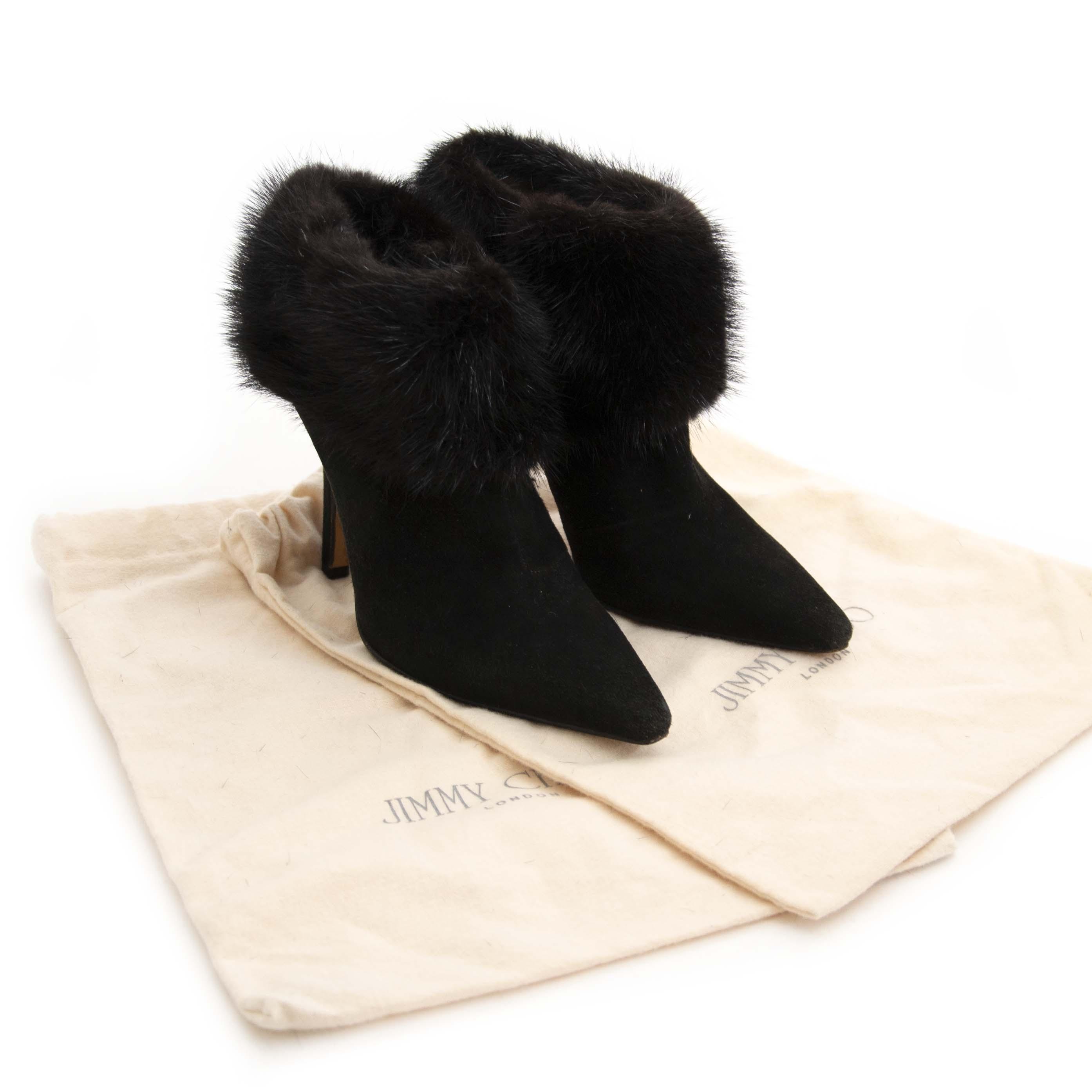 Jimmy Choo Black Pointed-Toe Fur Ankle Boots - Size 36,5. Now for sale at labellov.com for the best price. Op zoek naar Jimmy Choo ankle boots? Nu te koop bij labellov.com tegen de beste prijs.