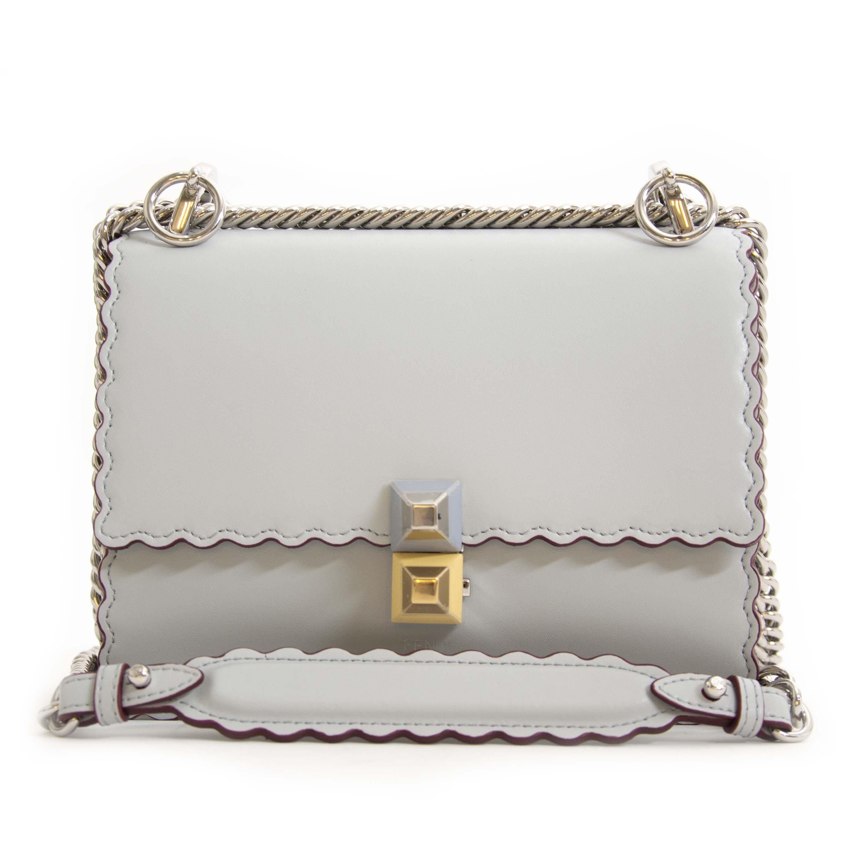 Fendi Small Kan I Pearl Grey Leather Crossbody Bag. Buy authentic secondhand Fendi crossbody bags now at Labellov vintage webshop for the lowest price. Koop authentieke tweedehands Fendi crossbody tassen bij labellov vintage mode webshop.