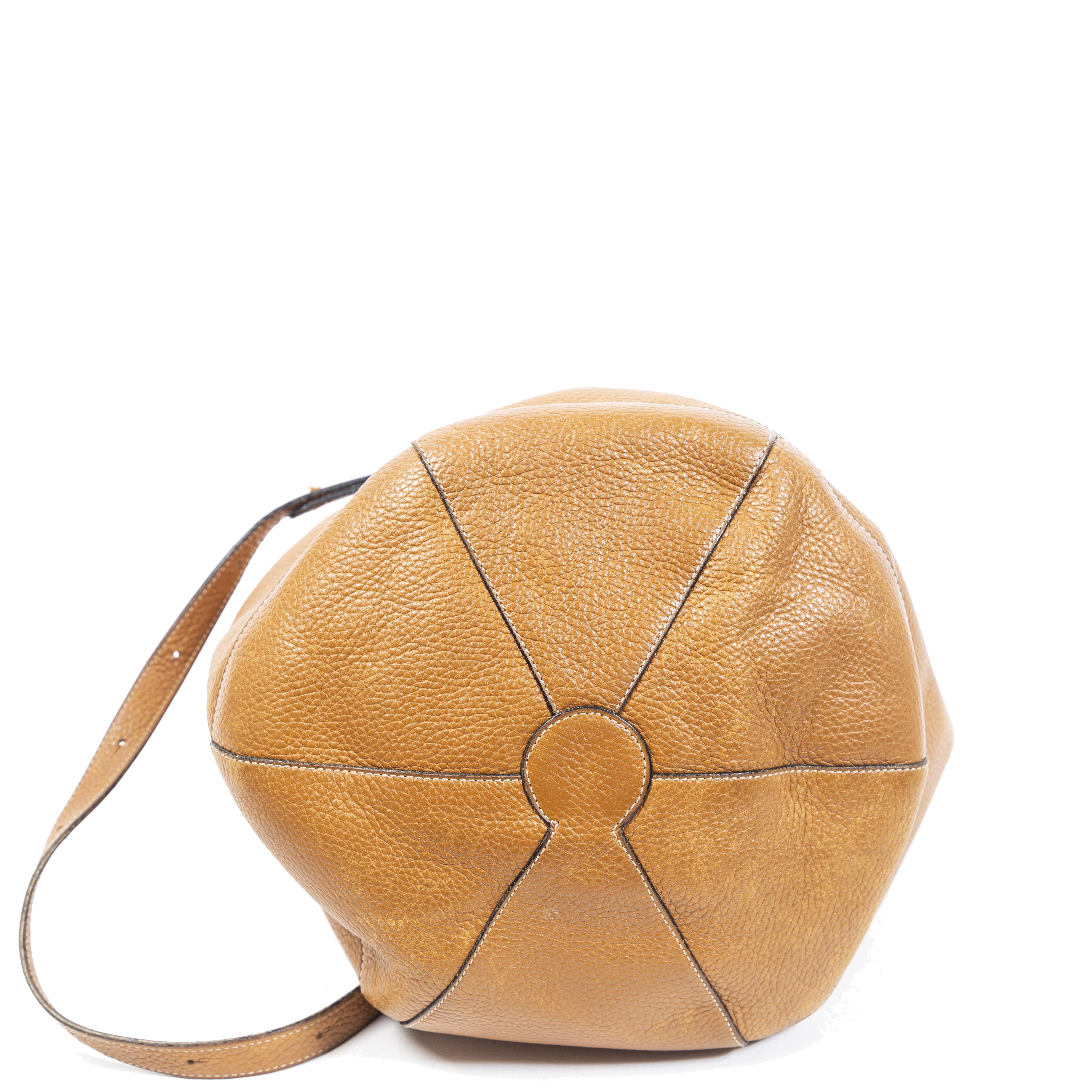 Authentieke Tweedehands Delvaux Camel Bucket Bag juiste prijs veilig online shoppen luxe merken webshop winkelen Antwerpen België mode fashion