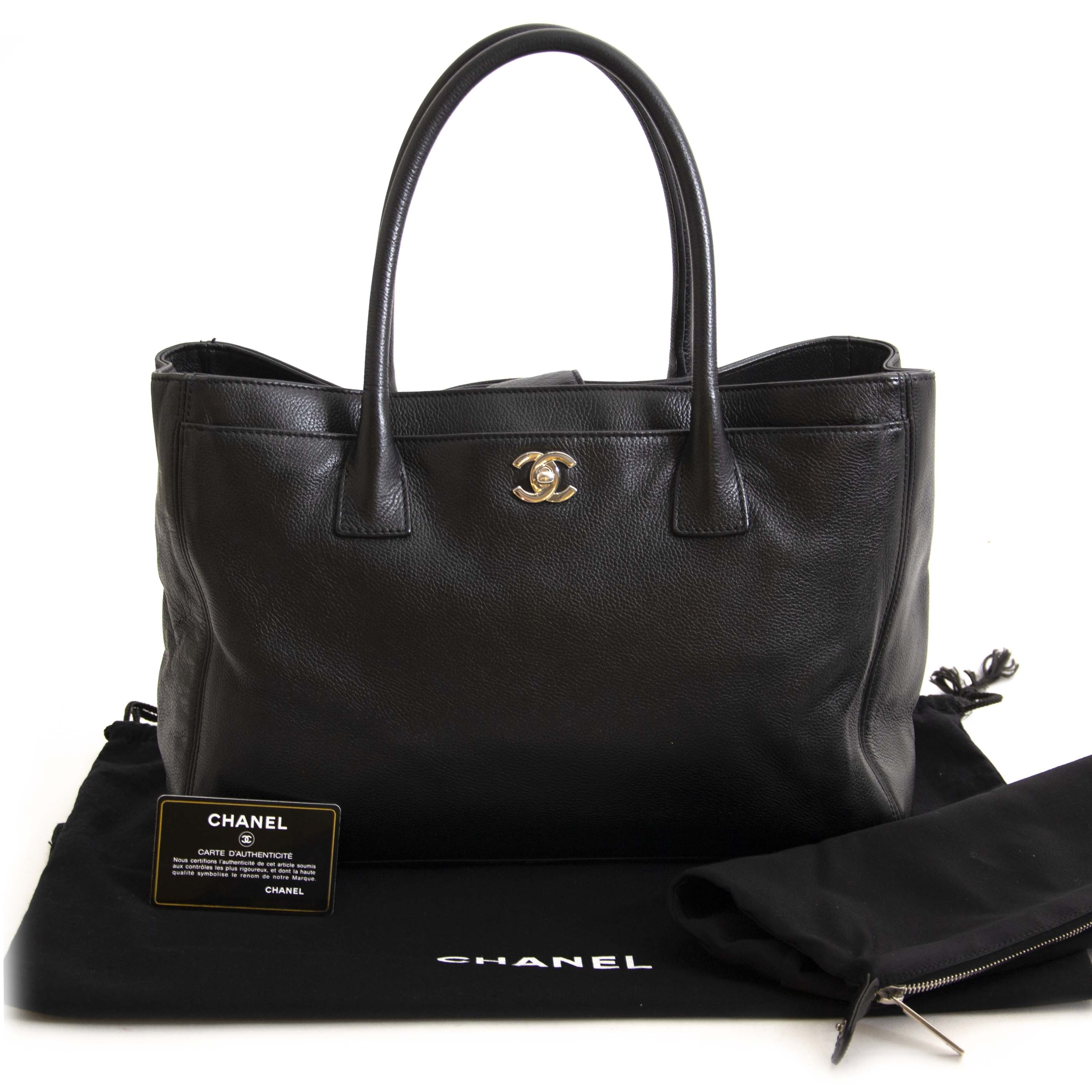 Chanel Black Deerskin Cerf Executive Shopper Tote. Buy authentic secondhand Chanel shopper tote at the right price at LabelLOV, safe and secure online shopping. Koop authentieke tweedehands Chanel tassen aan de juiste prijs bij LabelLOV.