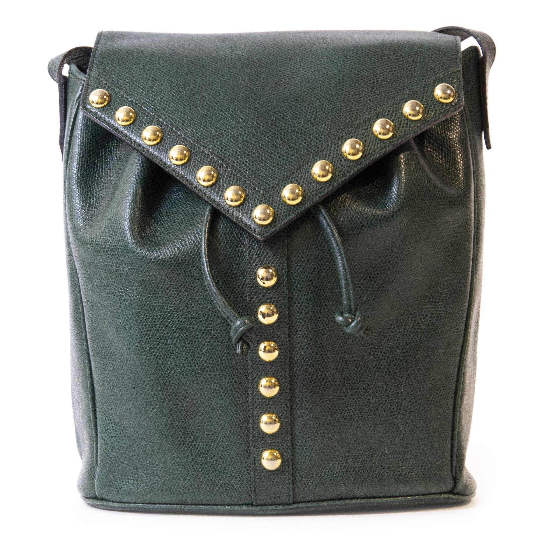 Authentieke Tweedehands Yves Saint Laurent Green Studded Bucket Bag juiste prijs veilig online winkelen luxe merken webshop Antwerpen België winkelen mode fashion