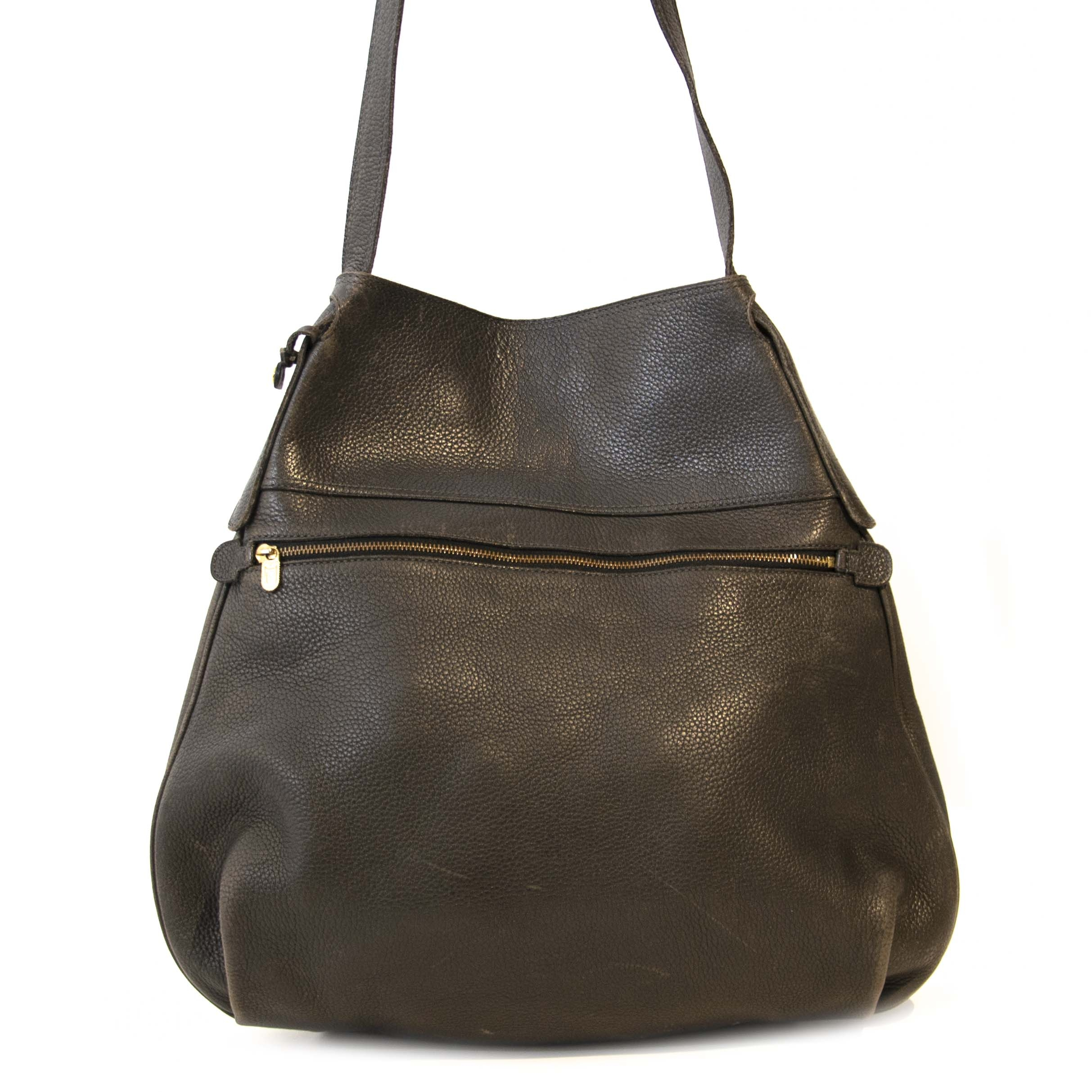 Delvaux Dark Brown Leather Faust Bag. Buy authentic secondhand Delvaux bags at Labellov vintage webshop for the lowest price. Koop authentieke tweedehands Delvaux tassen bij Labellov vintage webshop aan de laagste prijs. Veilig online shoppen.
