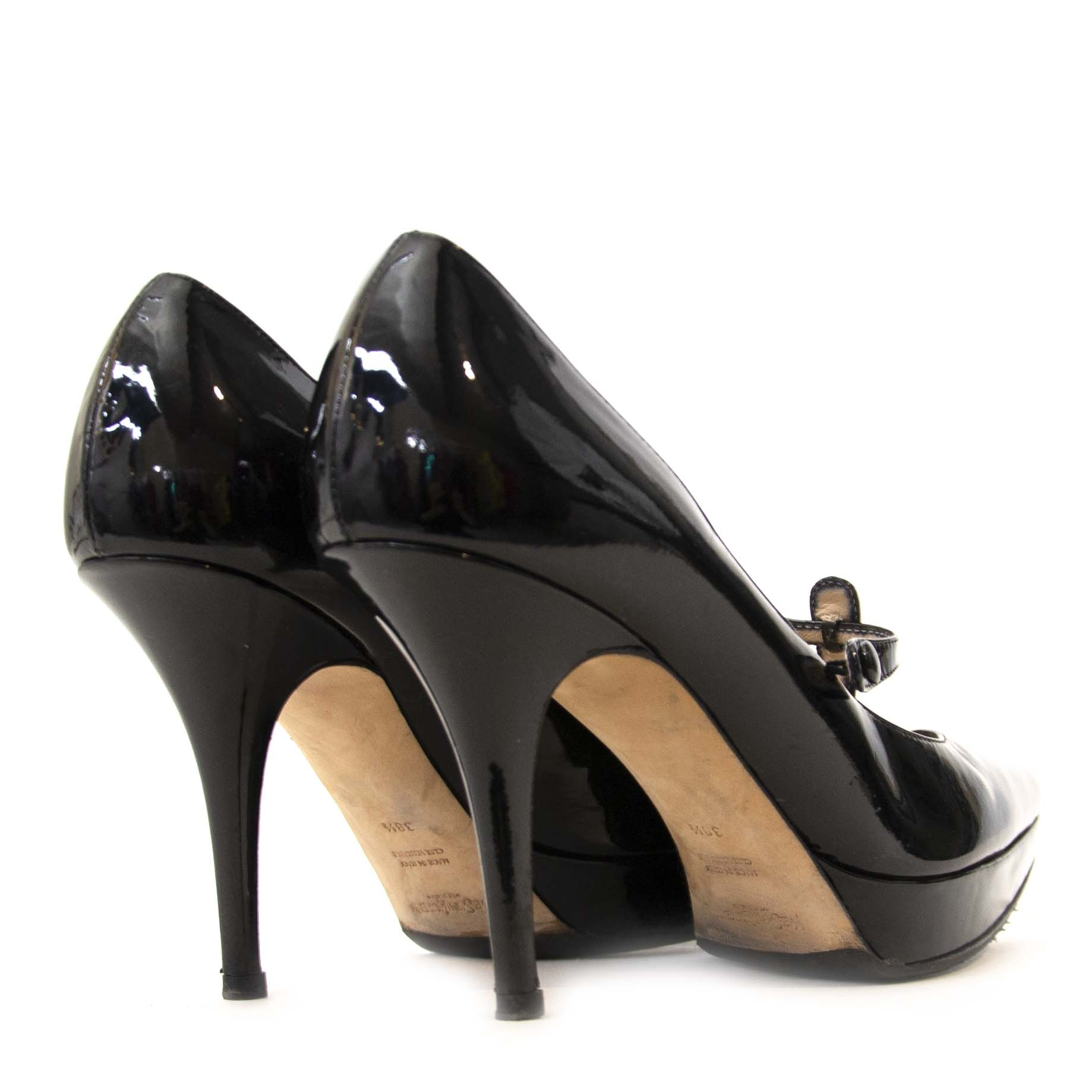Yves Saint Laurent Patent Black Leather Pumps - Size 38 1/2.Buy authentic secondhand Yves Saint Laurent pumps at Labellov online. Safe and secure shopping. Koop tweedehands Saint Laurent lederen schoenen online. Acheter en ligne des chaussures de YSL.