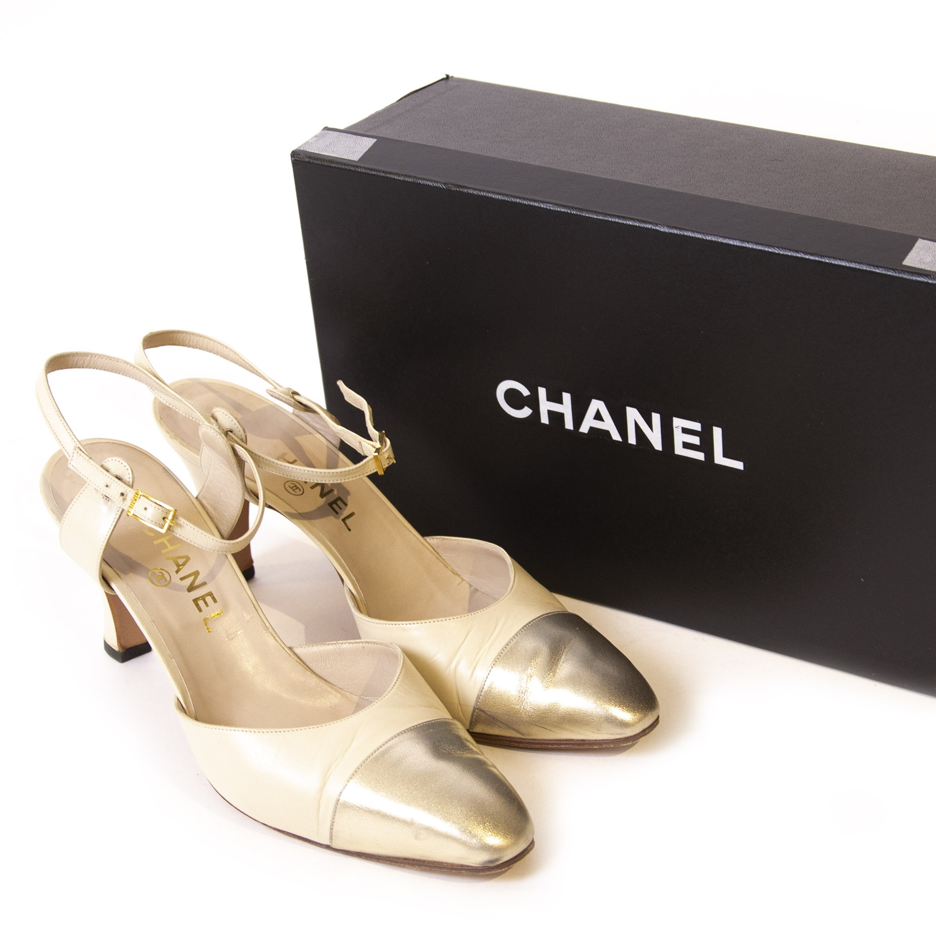 Chanel White Silver Leather Spectator Slingback Mules Heel