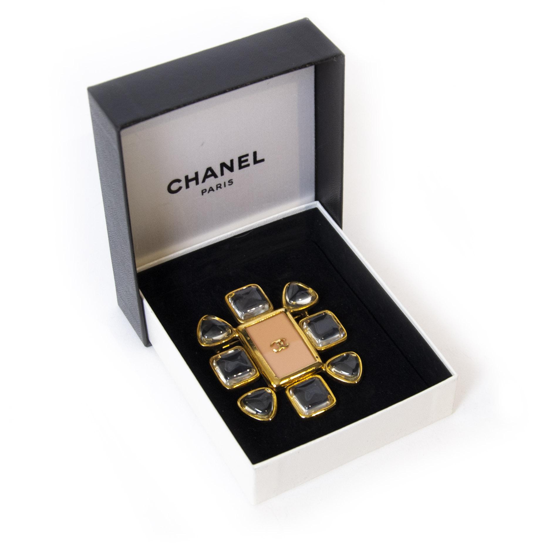 Authentieke tweedehands Chanel Vintage Pink Flower Brooch juiste prijs veilig online winkelen LabelLOV webshop luxe merken winkelen Antwerpen België mode fashion