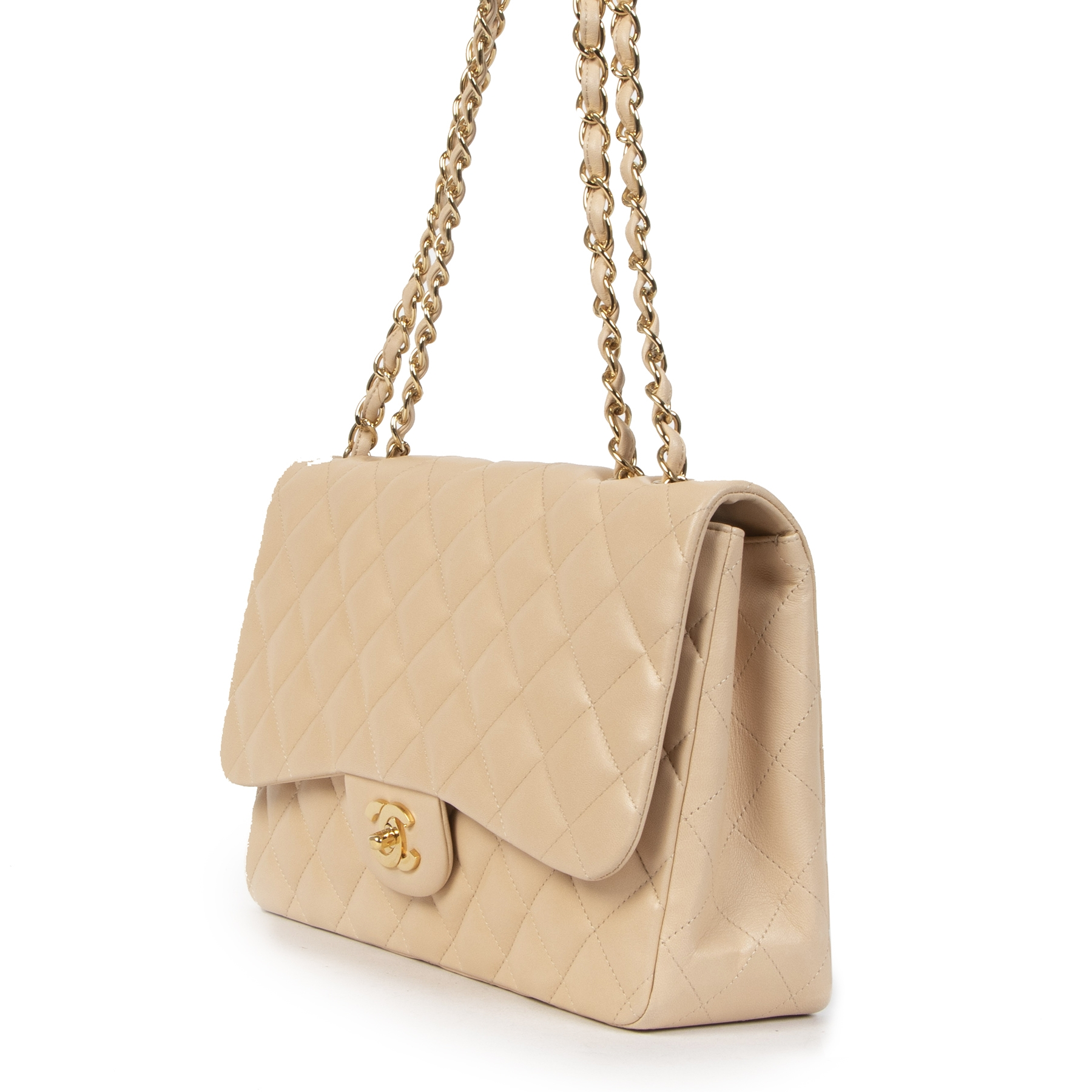 Buy authentic secondhand Chanel Beige Lambskin Classic Single Flap Jumbos at the right price at LabelLOV vintage webshop. Safe and secure online shopping. Koop authentieke tweedehands Chanel Beige Lambskin Classic Single Flap Jumbo met de juiste prijs bij