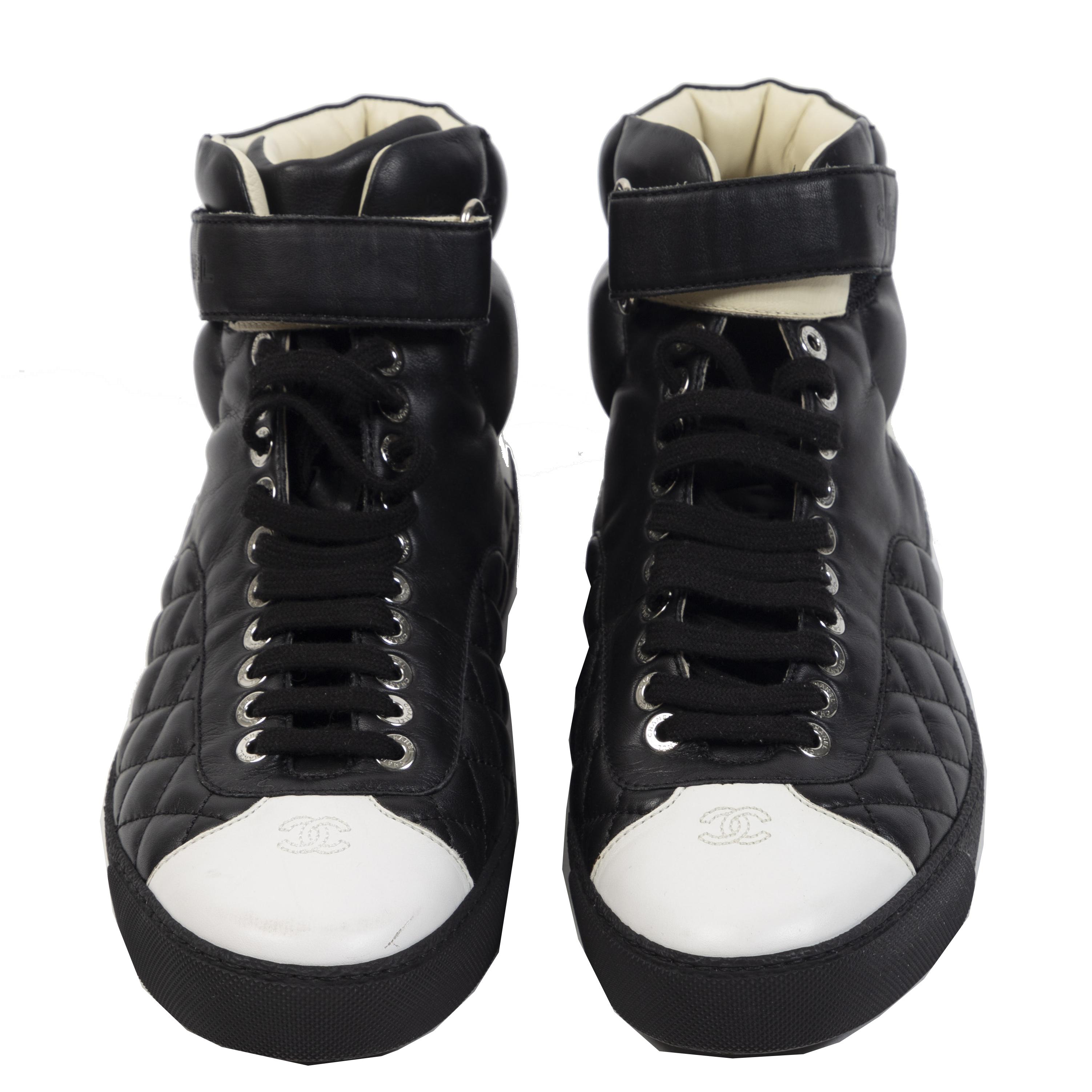 Authentieke Tweedehands Chanel Black Leather Quilted Sneakers juiste prijs veilig online shoppen luxe merken webshop winkelen Antwerpen België mode fashion