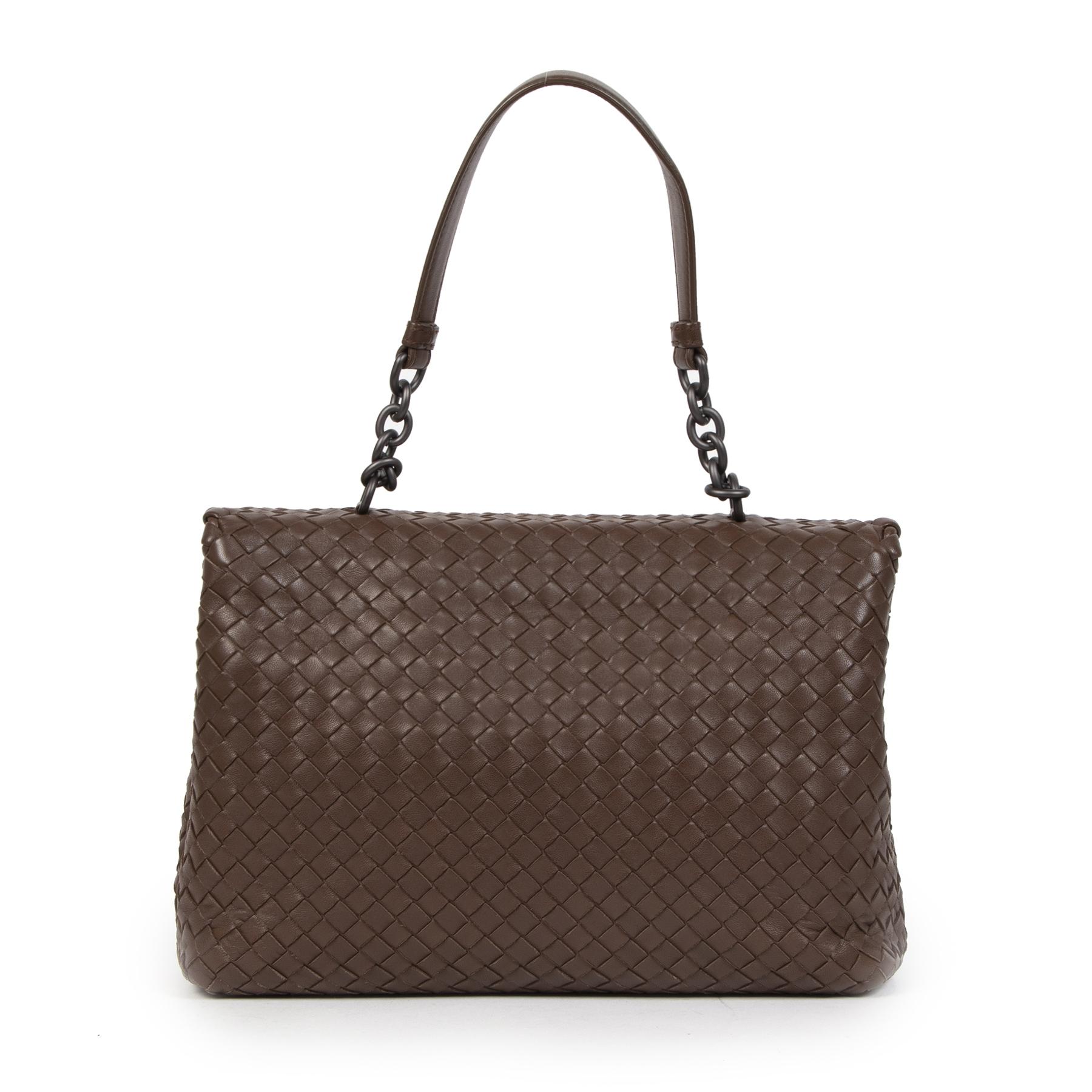 Koop authentieke tweedehands tassen van Bottega Veneta Bij LabelLOV Antwerpen. Winkel veilig en zeker online bij LabelLOV.