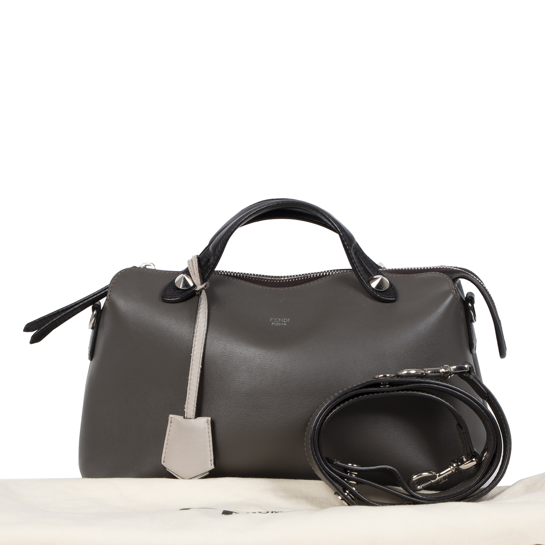 Tweedehands en vintage handtassen te koop bij LabelLOV Antwerpen. Winkel veilig online bij LabelLOV.