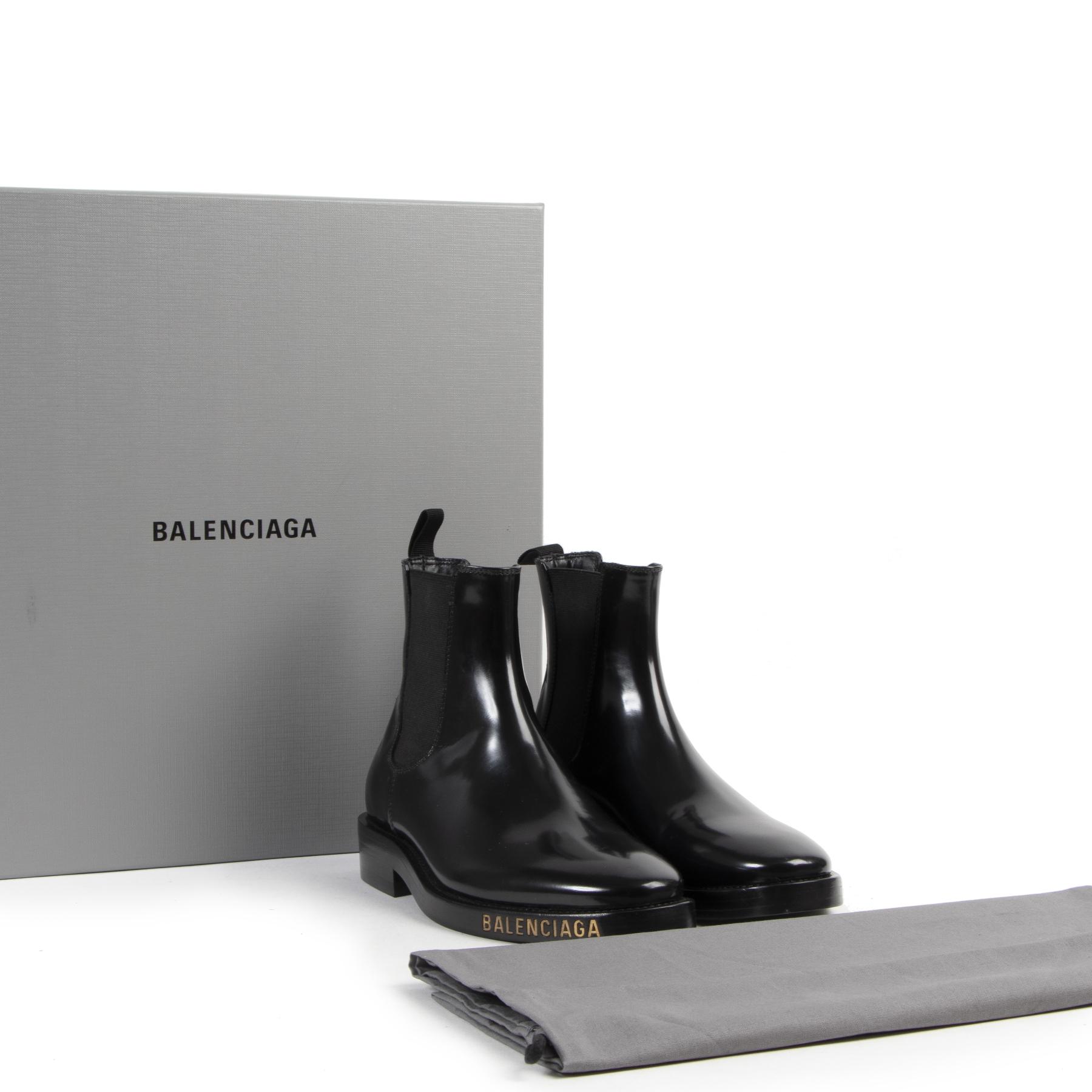 Balenciaga Black Patent Leather Chelsea Boots kopen en verkopen aan de beste prijs bij Labellov tweedehands