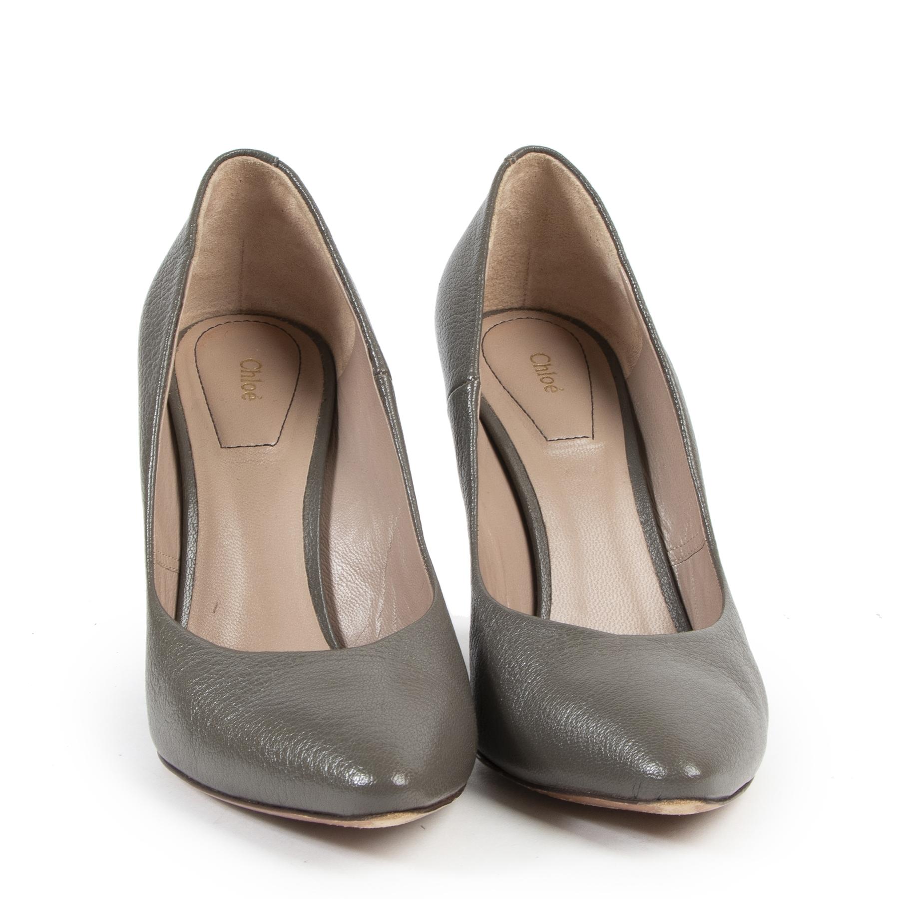 Chloé Beckie Grey Curve Heel Pumps