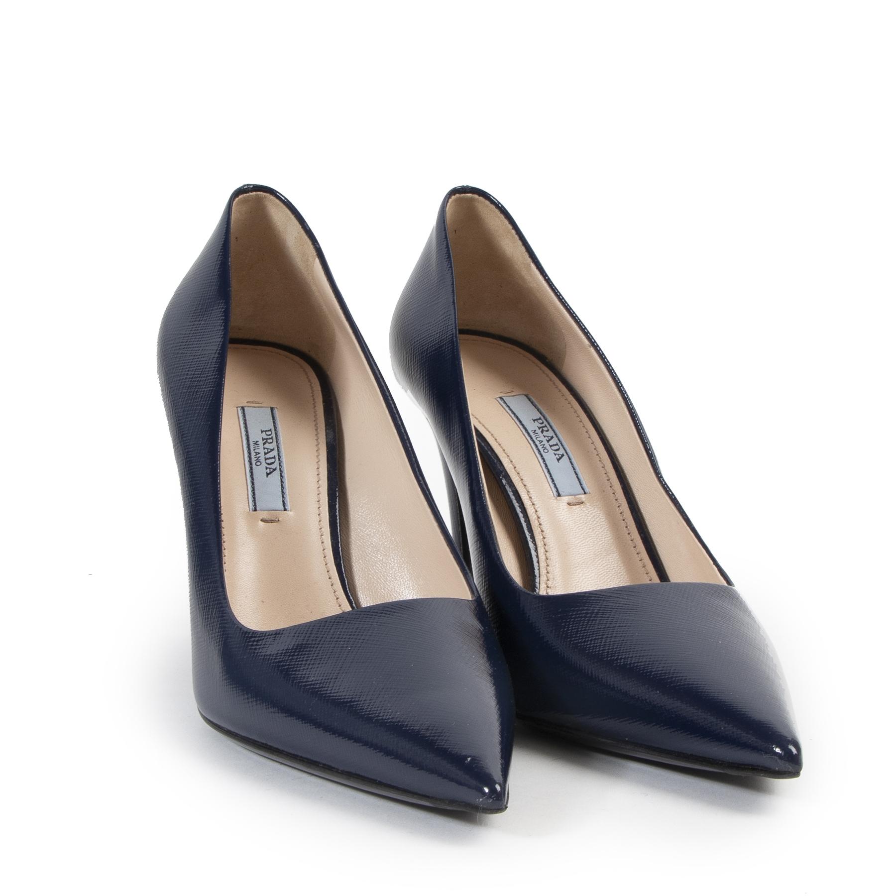 Prada Blue Saffiano Patent Pumps te koop aan de beste prijs online bij Labellov tweedehands