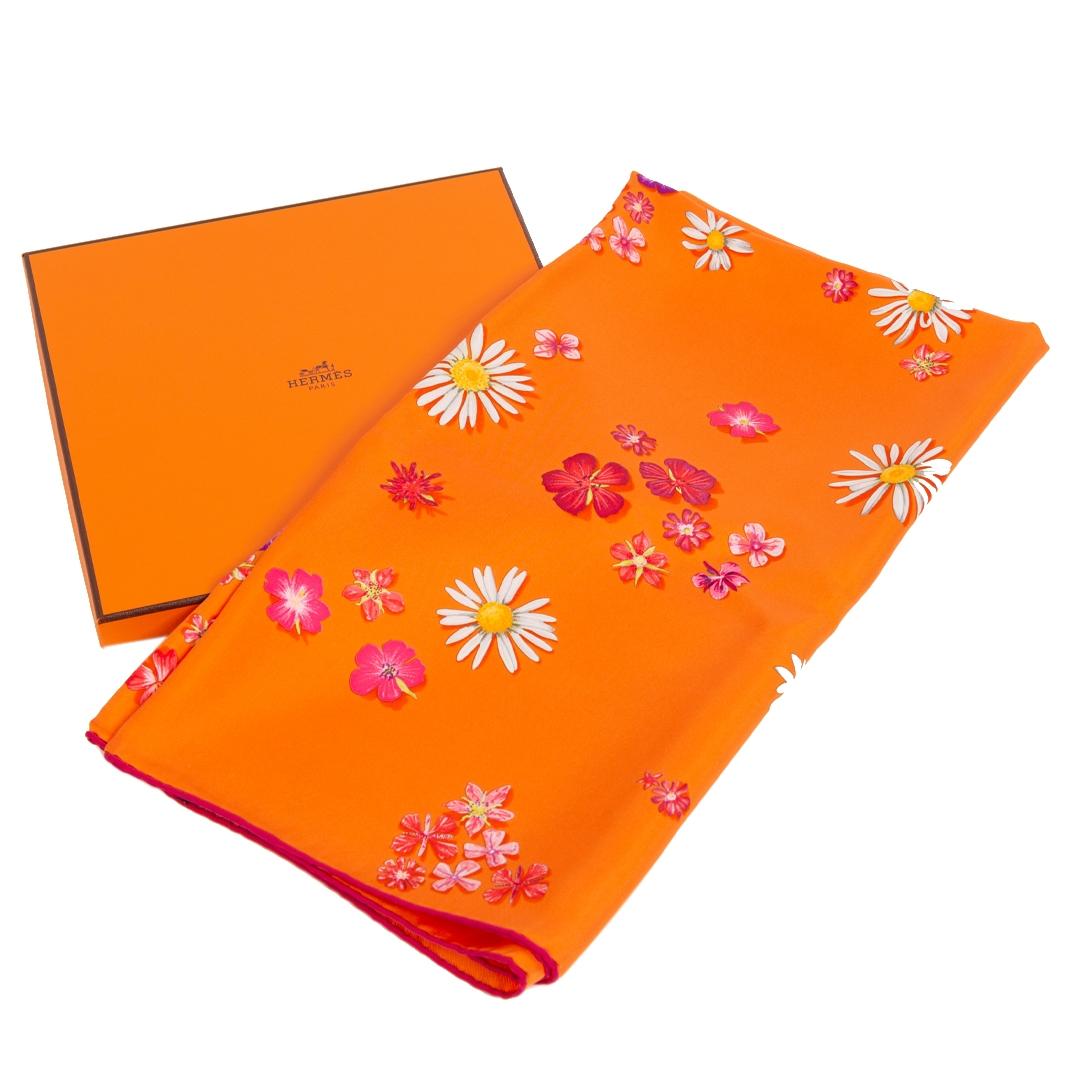 Authentieke Tweedehands Hermès Carré Silk Orange 'Flower Power' juiste prijs veilig online shoppen luxe merken webshop winkelen Antwerpen België mode fashion