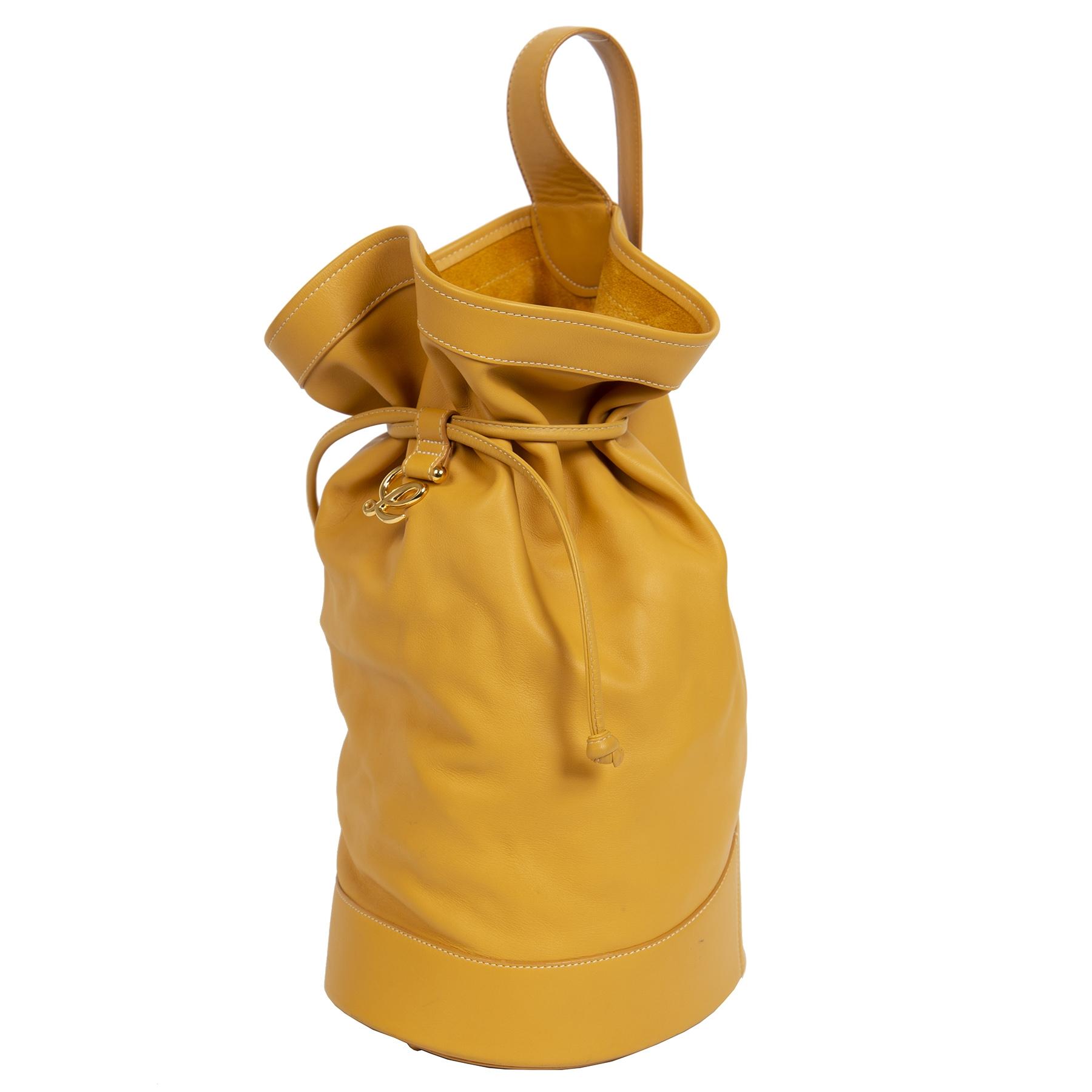 Authentieke Tweedehands Loewe Ochre Yellow Leather Bucket Bag juiste prijs veilig online shoppen luxe merken webshop winkelen Antwerpen België mode fashion