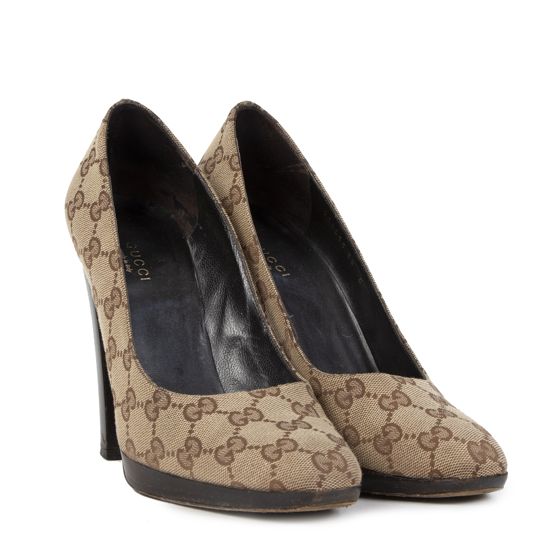 Buy authentic secondhand Gucci shoes at the right price at LabelLOV vintage webshop. Safe and secure online shopping.