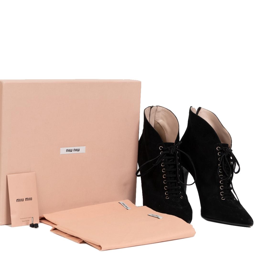 Miu Miu Black Suede Lace-up Booties - size 37 kopen en verkopen aan de beste prijs bij Labellov tweedehands