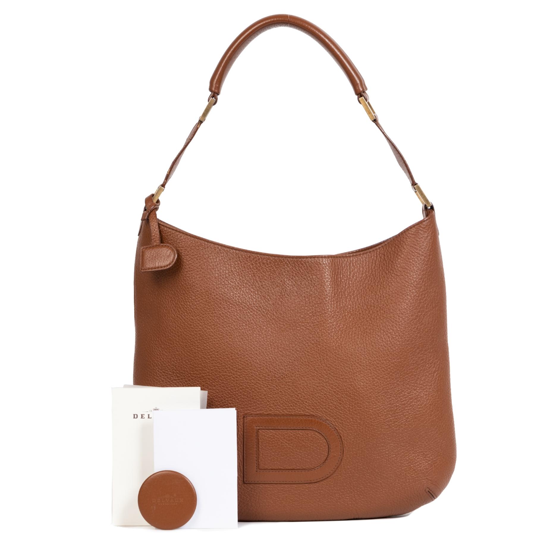Koop uw authentieke designer handtassen van merken zoals Delvaux veilig en makkelijk bij Labellov tweedehands luxe