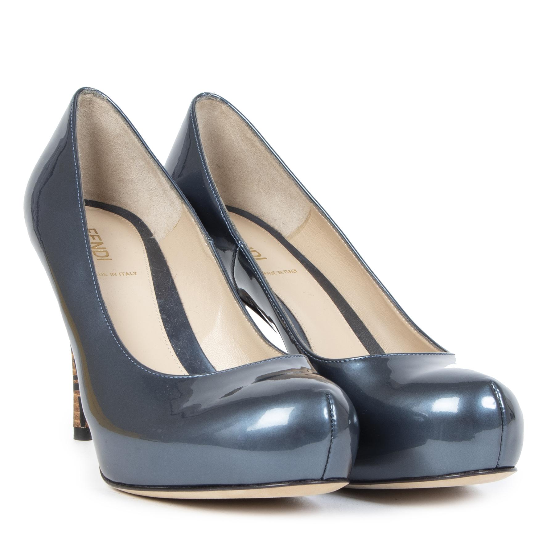 Authentieke Tweedehands Fendi Blue Patent Leather Logo Heel Platform Pumps - Size 38,5 juiste prijs veilig online shoppen luxe merken webshop winkelen Antwerpen België mode fashion