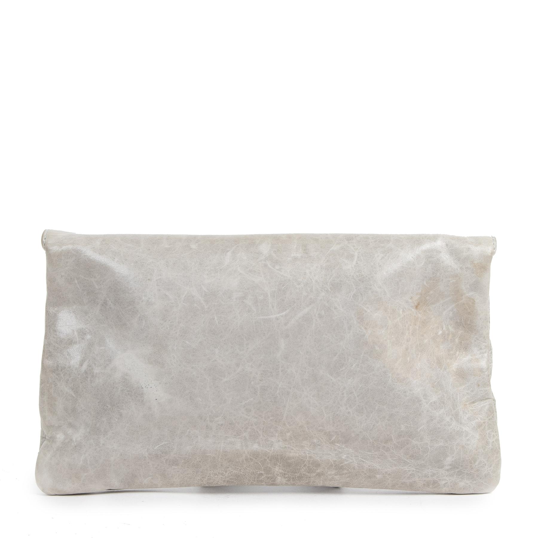 Koop authentieke tweedehands Balenciaga clutches voor de juiste prijs bij LabelLOV