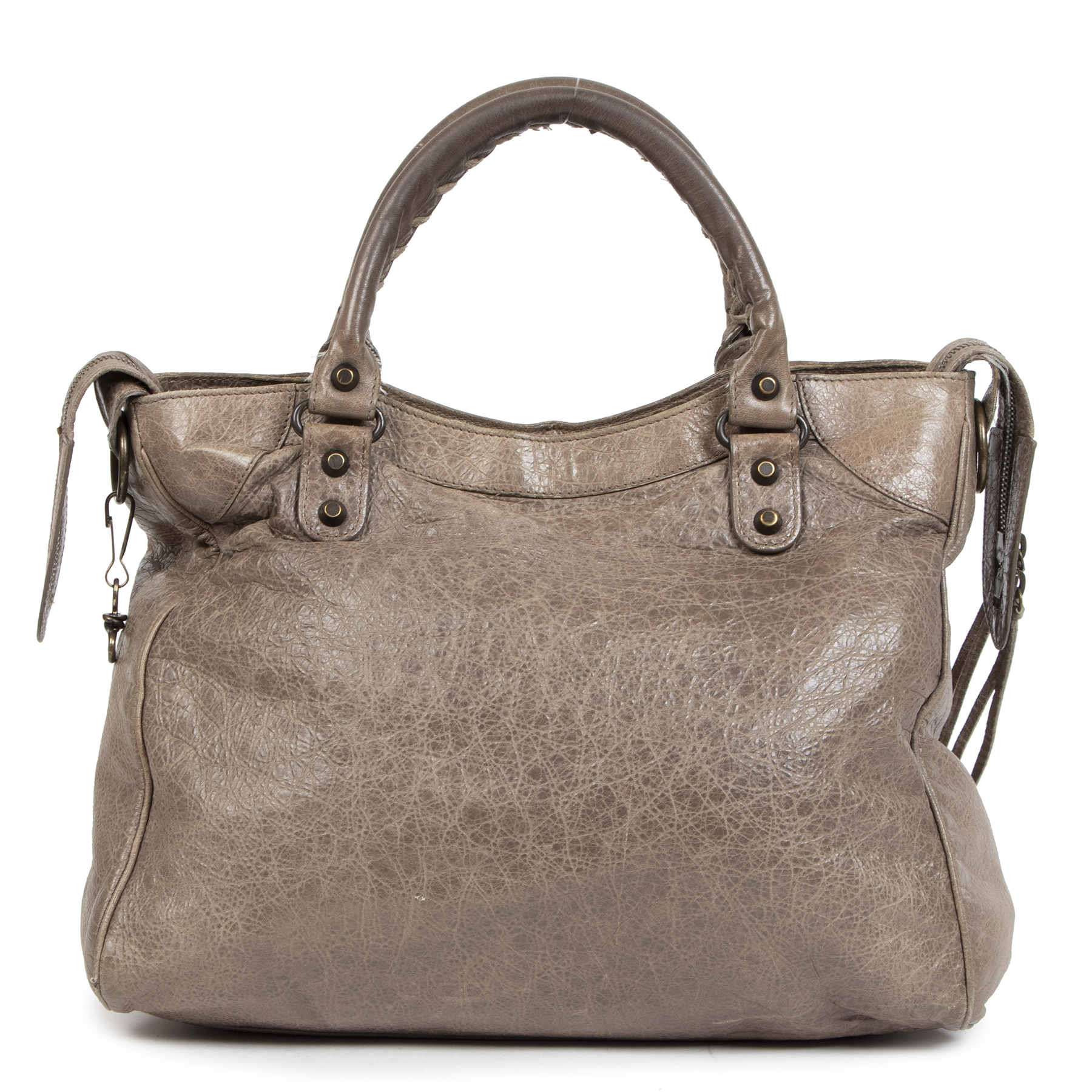 Buy secondhand Balenciaga Vélo leather bags at the right price at LabelLOV Antwerp. Shop safe and secure for the best vintage luxury items at LabelLOV