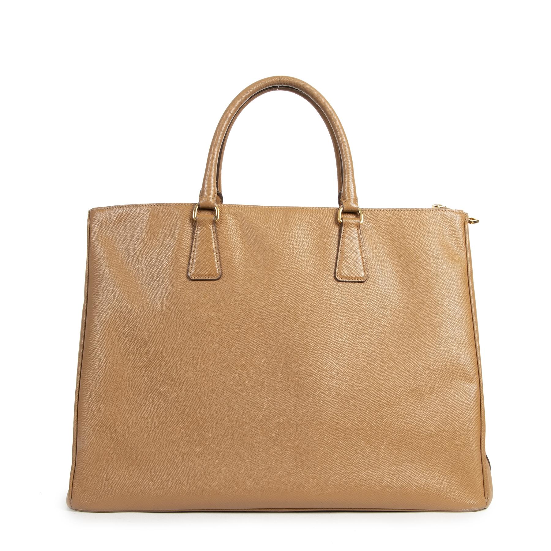 Koop authentieke tweedehands Prada tassen met de juiste prijs bij LabelLOV.