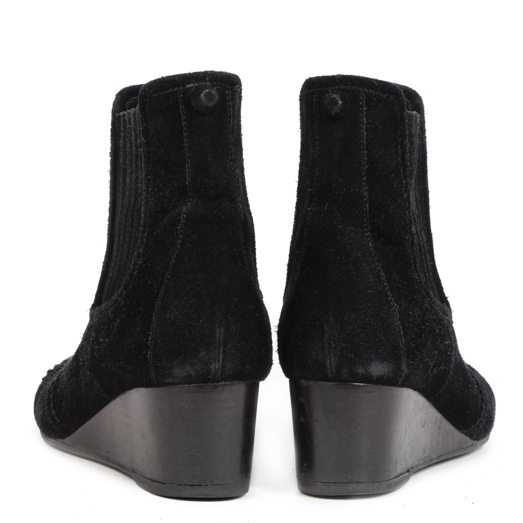 Koop tweedehands Balenciaga boots online bij LabelLOV. Winkel veilig online bij LabelLOV Antwerpen België.