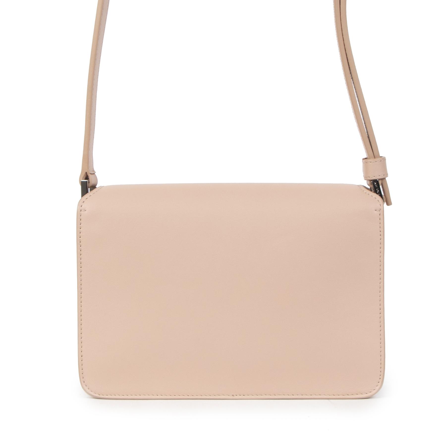 Authentieke Tweedehands Givenchy Soft Pink Calfskin Debossed Logo Crossbody Bag juiste prijs veilig online shoppen luxe merken webshop winkelen Antwerpen België mode fashion