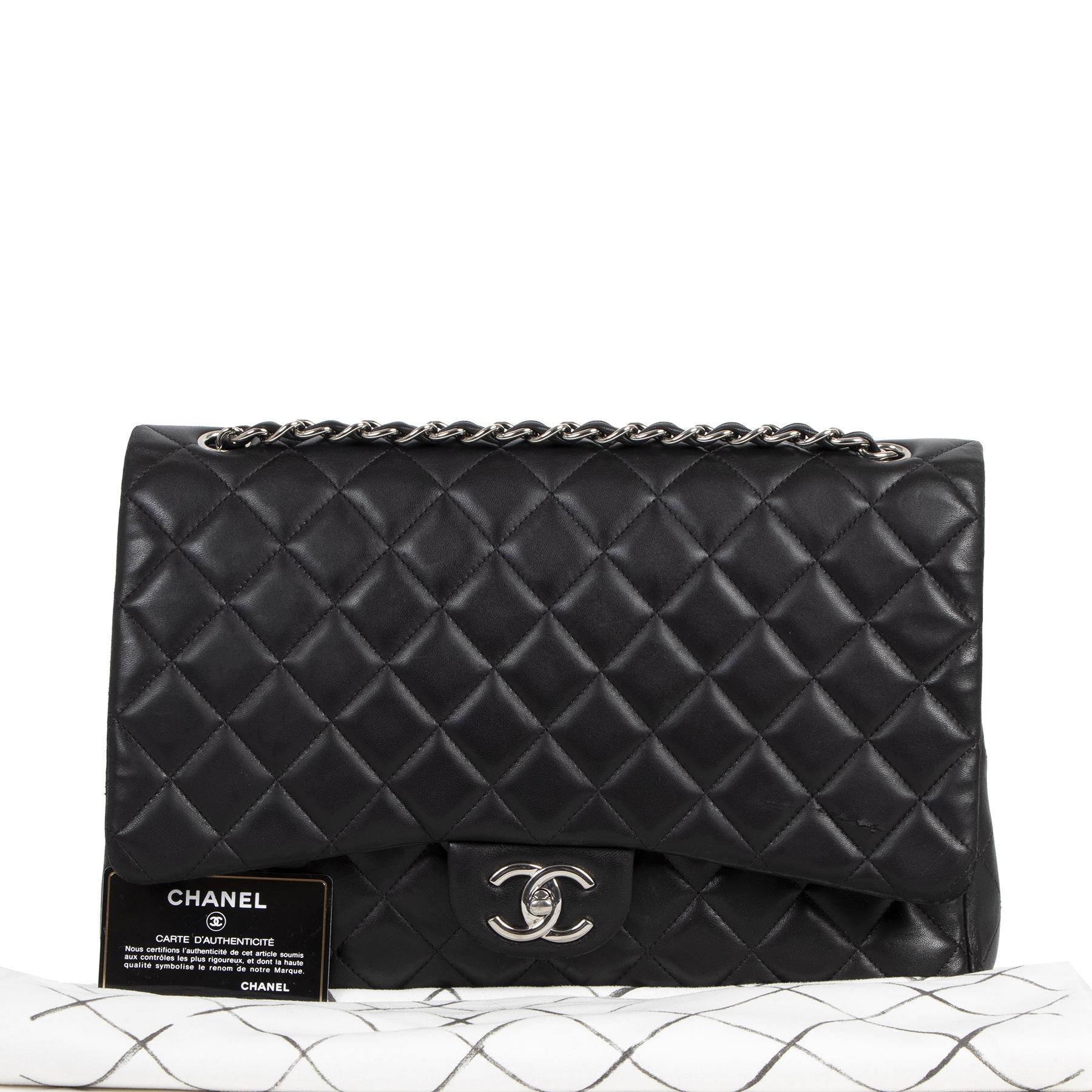 koop jou tweedehands Chanel Maxi Black Lambskin Classic Double Flap Bag (