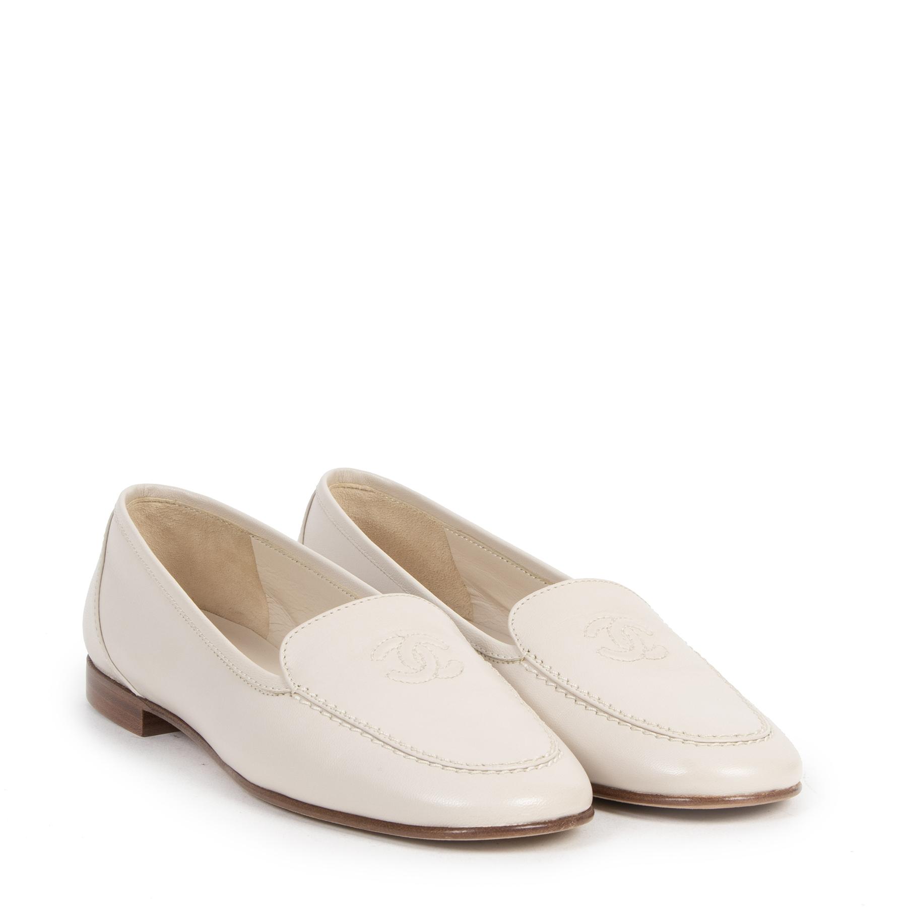 Authentieke tweedehands vintage Chanel Beige CC Loafers - Size 36 koop online webshop LabelLOV