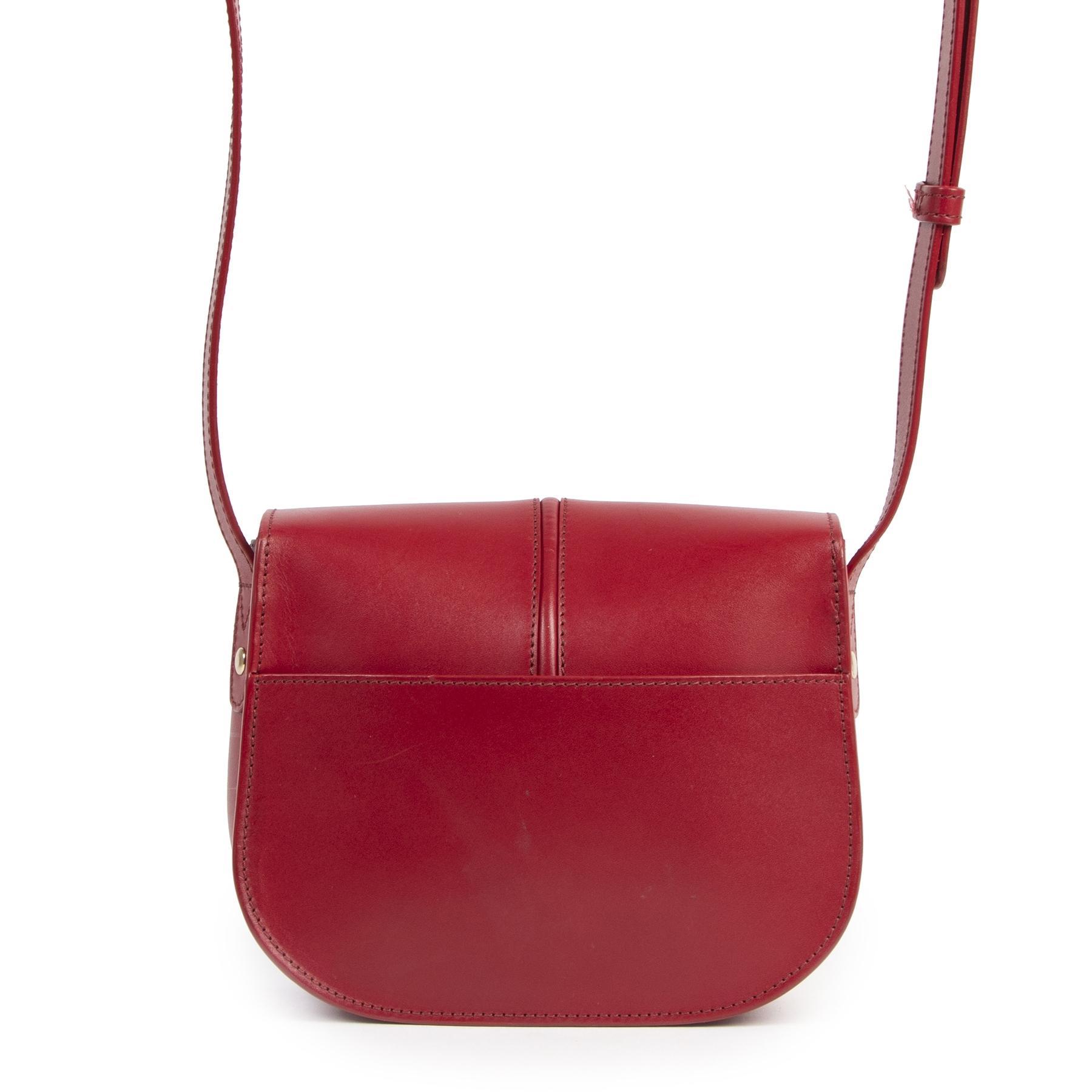 A.P.C. Betty Red Leather Crossbody Bag pour le meilleur prix chez Labellov à Anvers Belgique