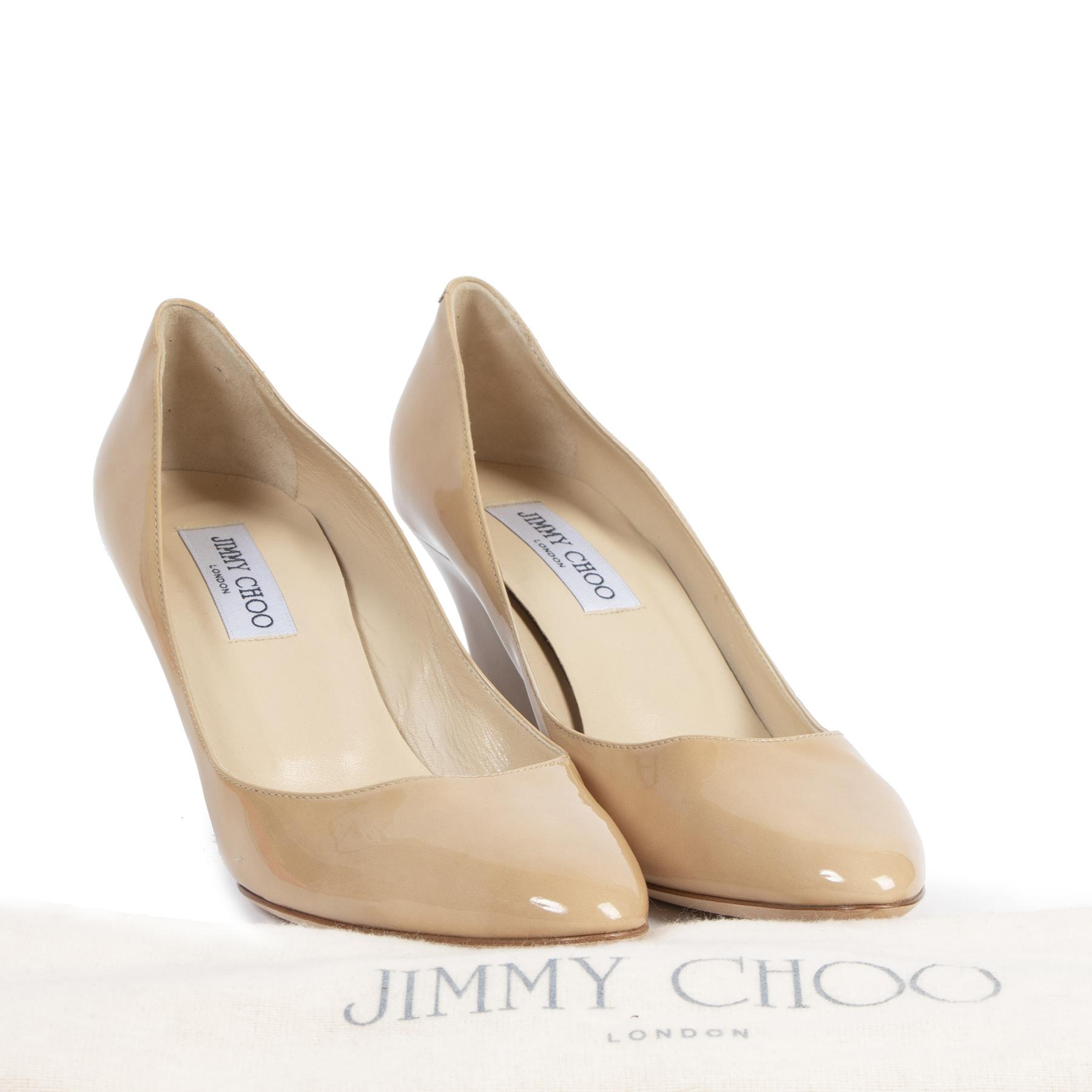 Authentieke Tweedehands Jimmy Choo Nude Patent Leather Wedge Heels - Size 40 juiste prijs veilig online shoppen luxe merken webshop winkelen Antwerpen België mode fashion
