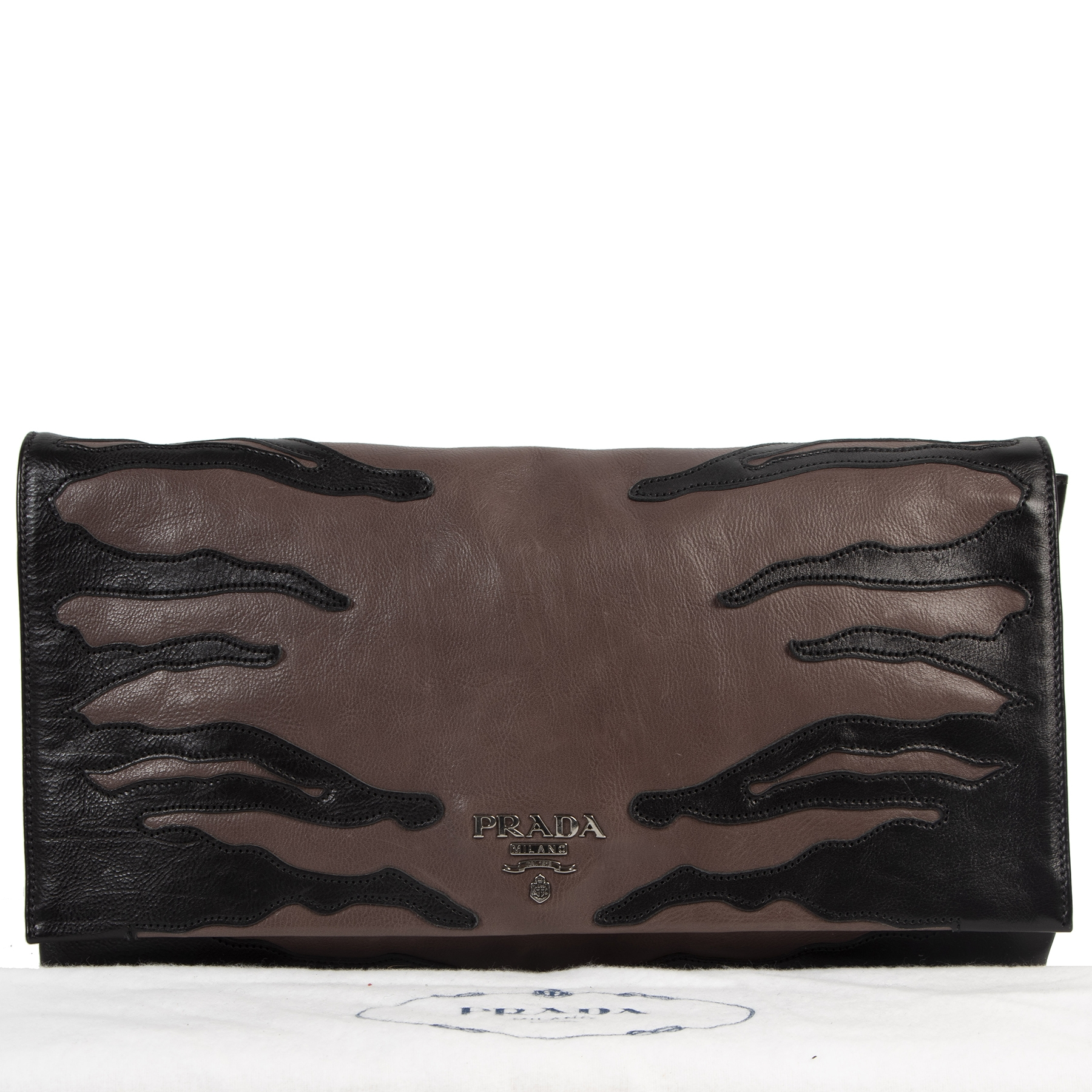 Prada Brown and Black Leather Clutch Bag pour le meilleur prix chez Labellov à Anvers