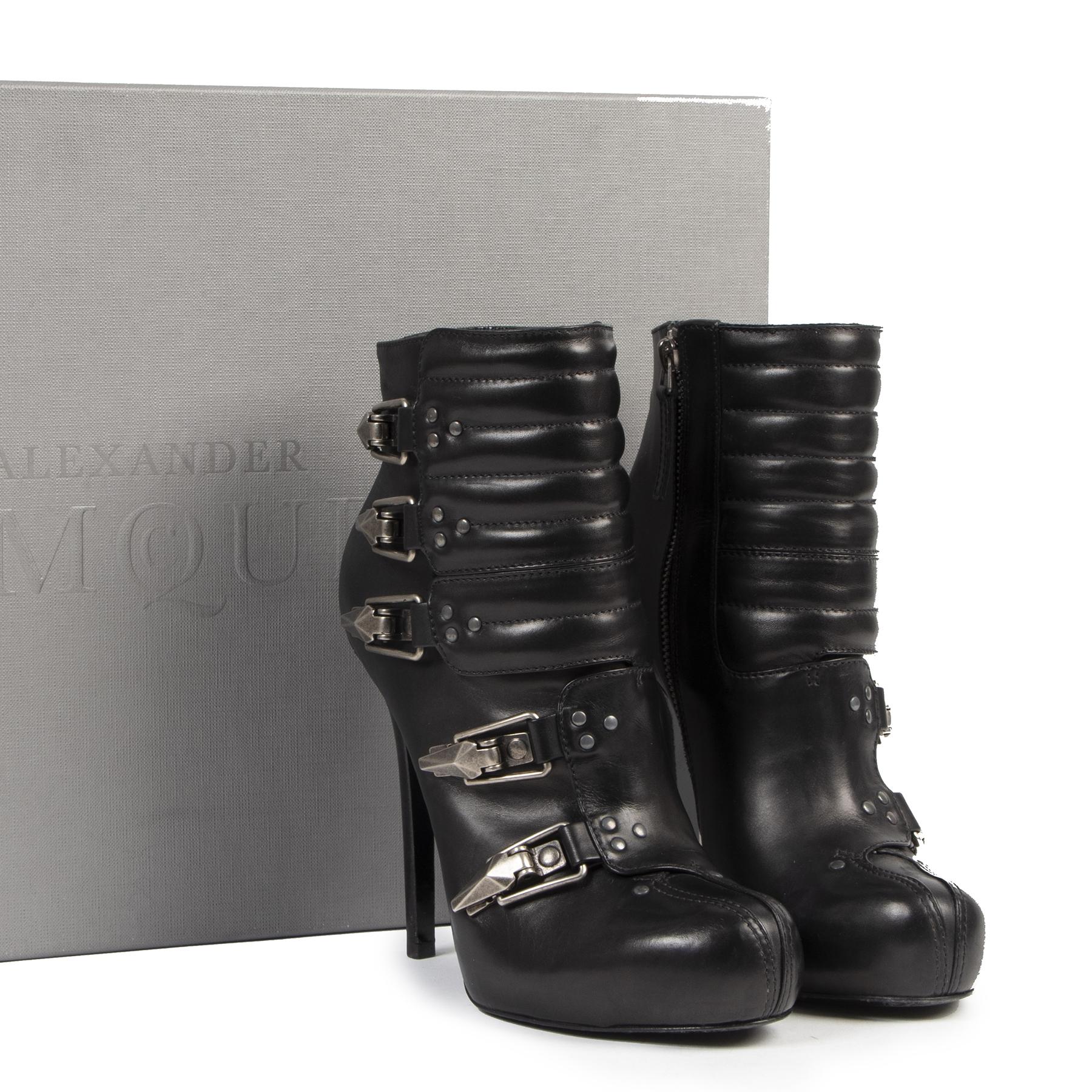 Authentique seconde-main vintage Alexander McQueen Buckled Leather Ankle Boots - Size 38 achète en ligne webshop LabelLOV