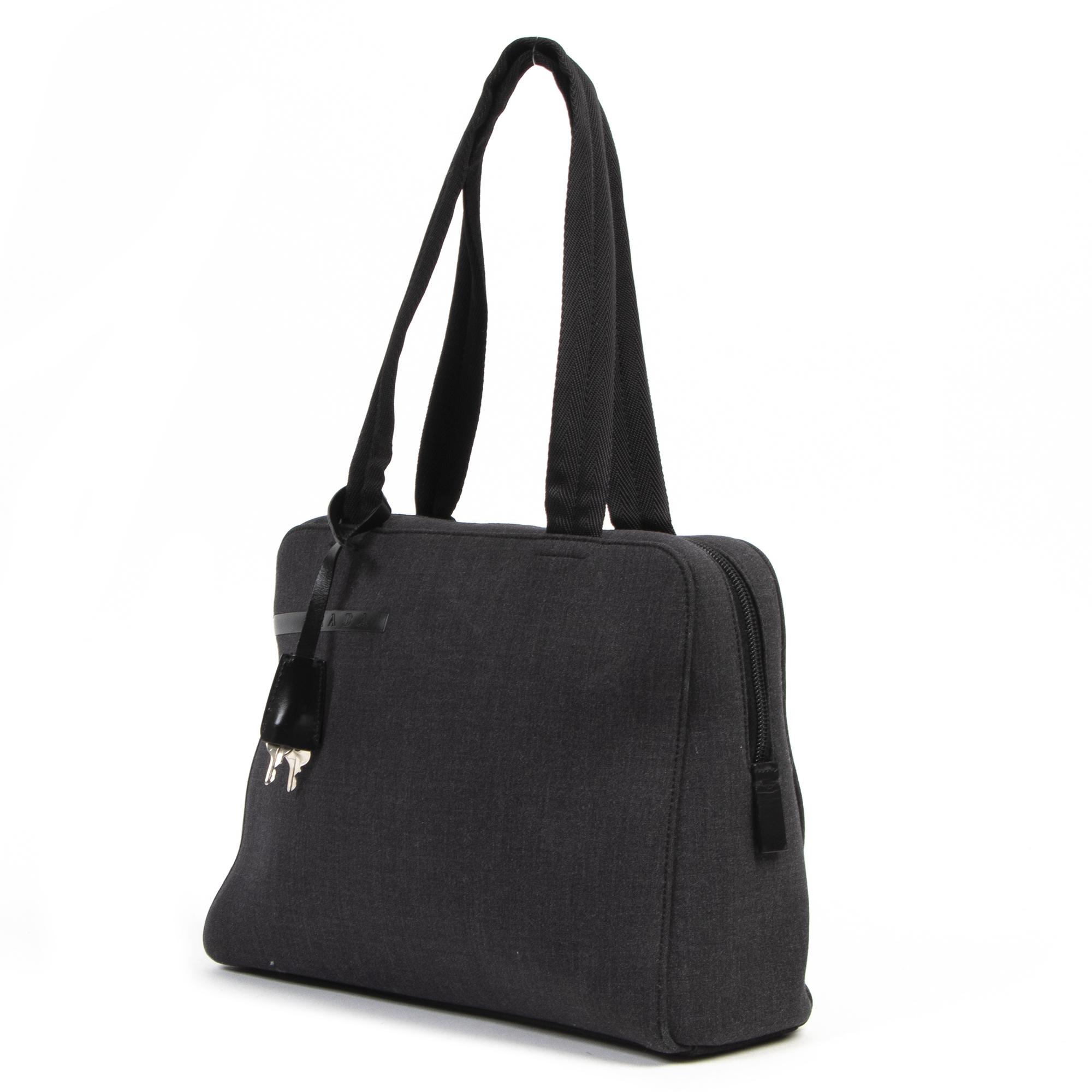 Prada Graphite Fabric Small Tote Bag kopen en verkopen aan de beste prijs bij Labellov