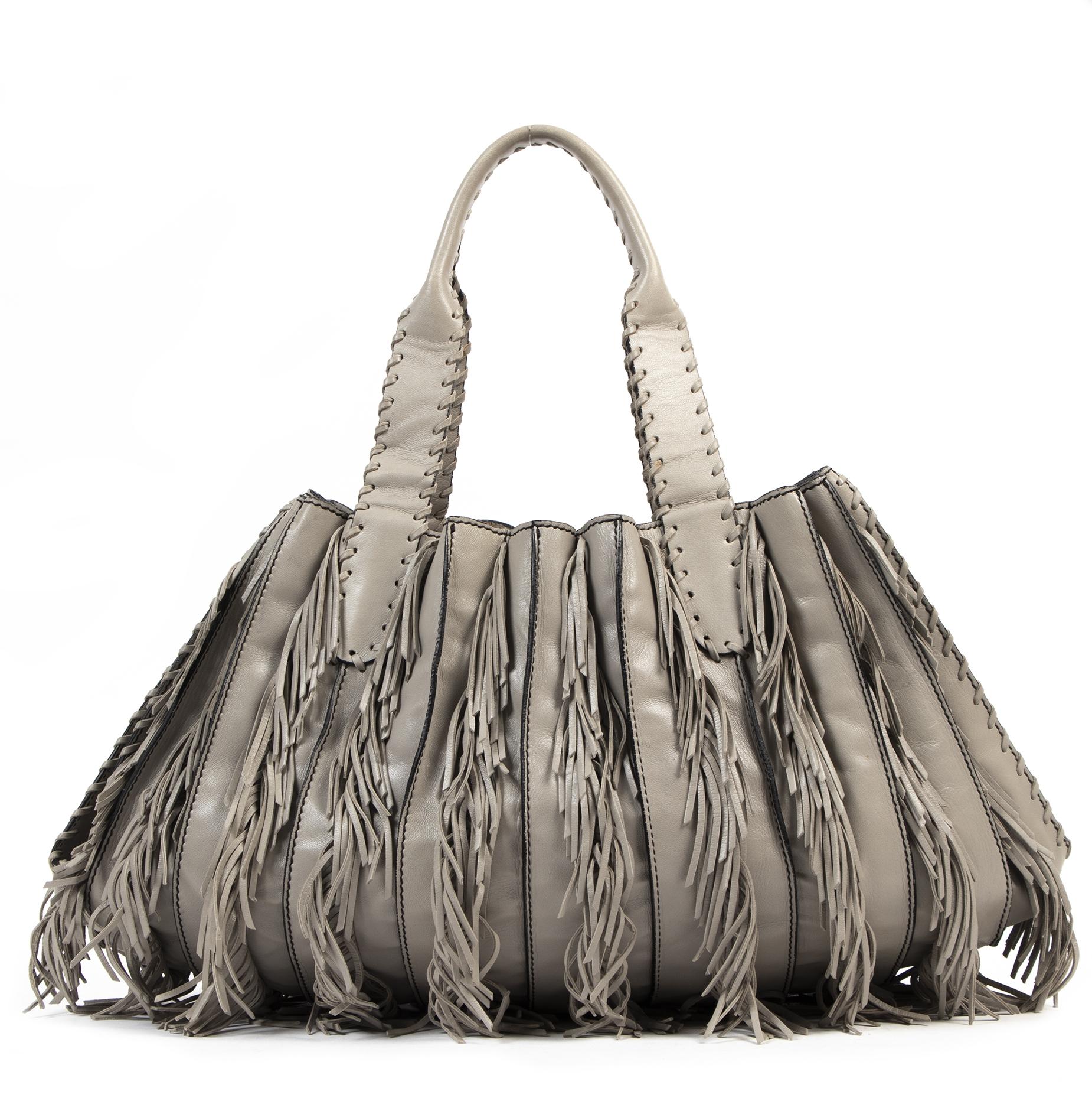 Authentieke Tweedehands Valentino Grey Fringe Shoulder Bag juiste prijs veilig online shoppen luxe merken webshop winkelen Antwerpen België mode fashion