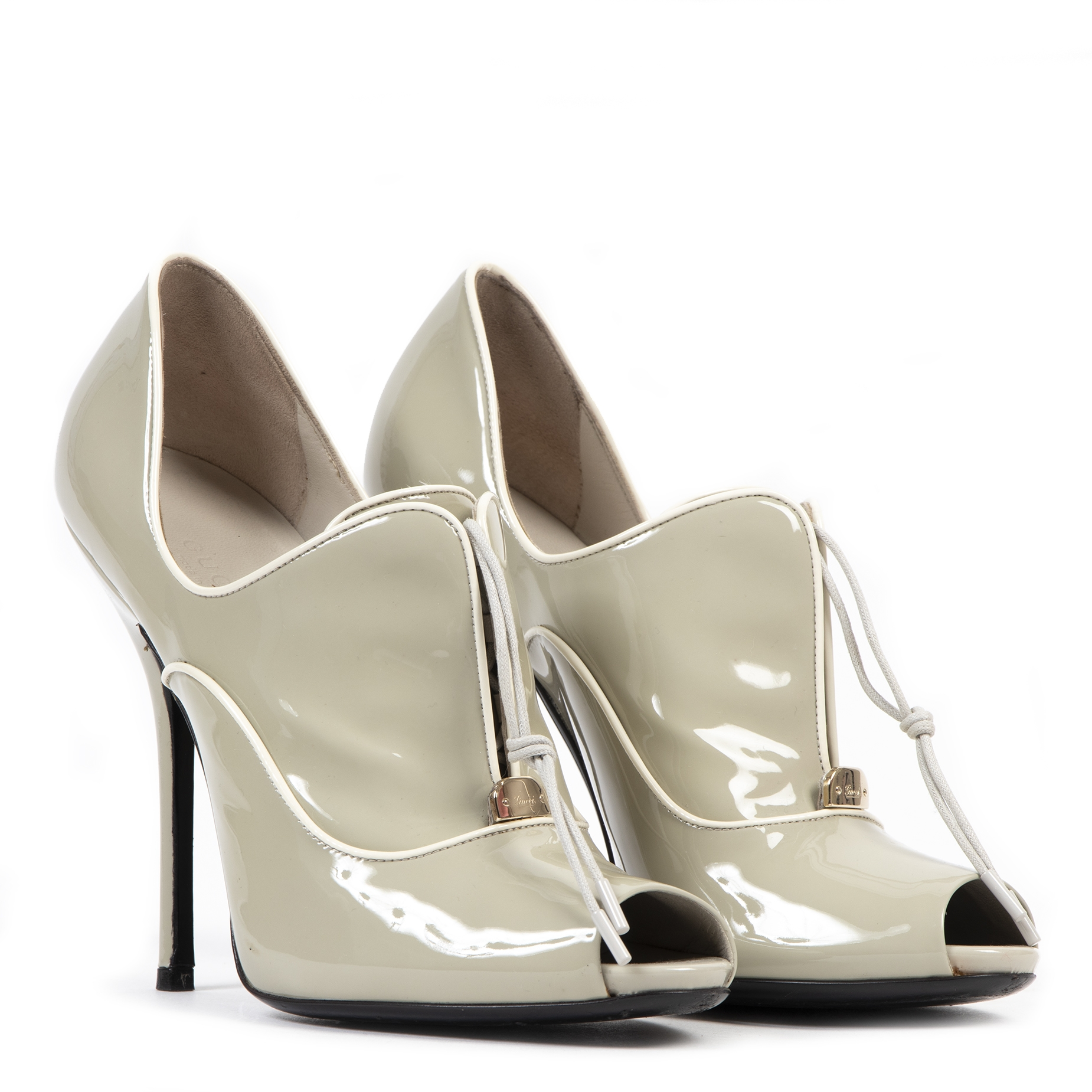 acheter en ligne seconde main Gucci Grey Patent Leather Heels - Size 38,5