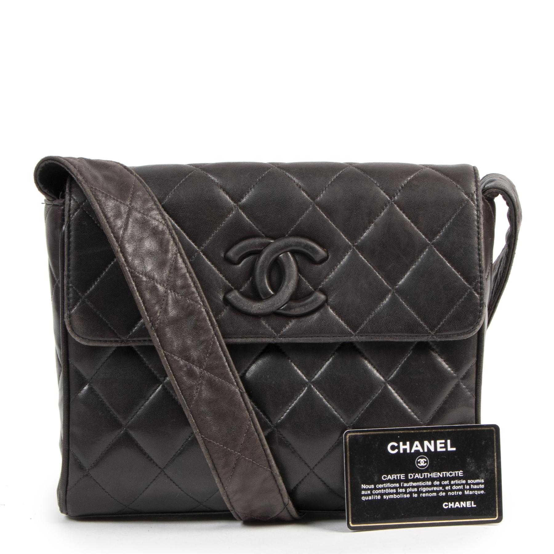 Koop en verkoop uw authentieke designer Chanel Black Vintage Lambskin Bag