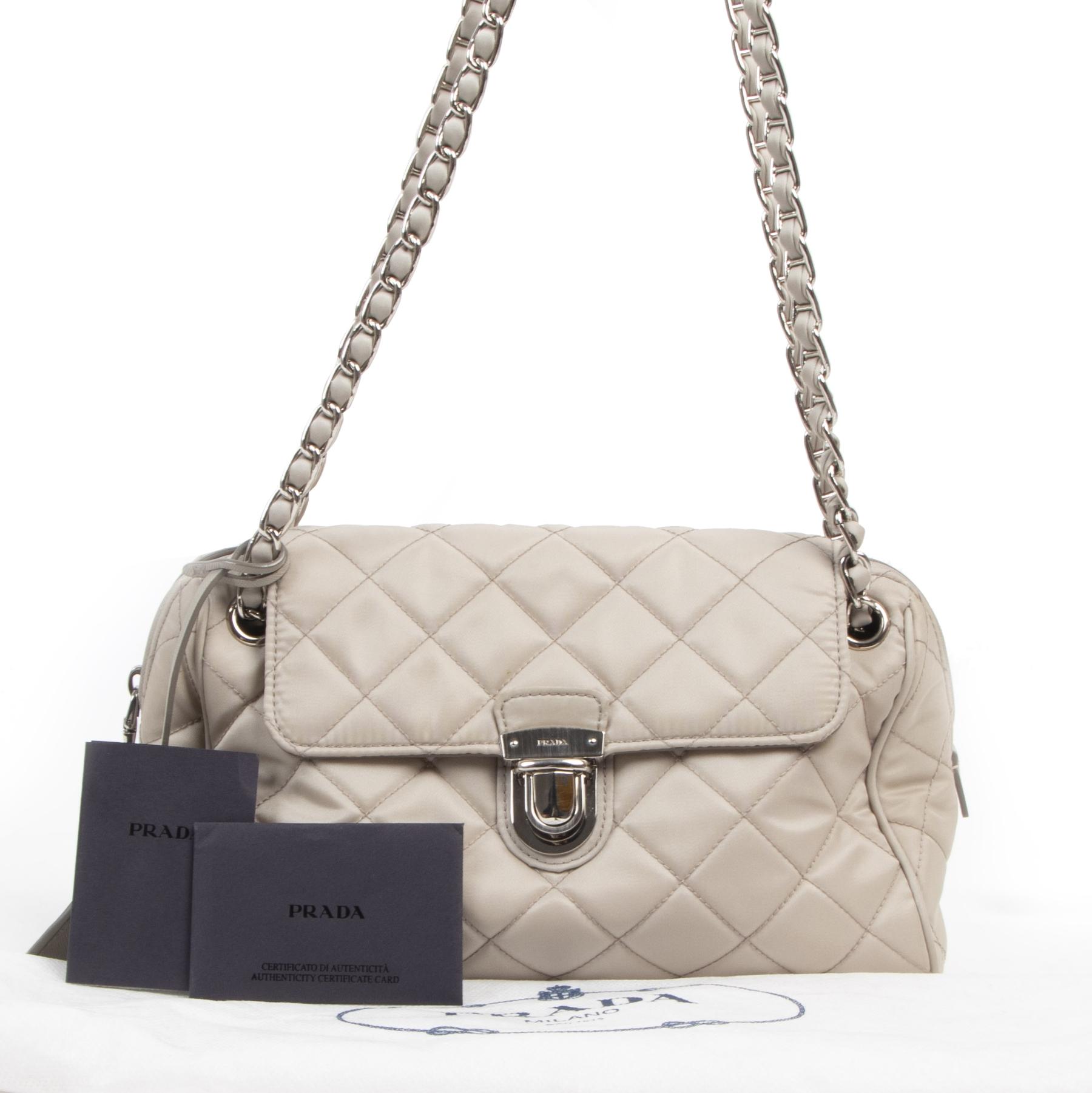 Authentique seconde-main vintage Prada Beige Nylon Shoulder Bag achète en ligne webshop LabelLOV