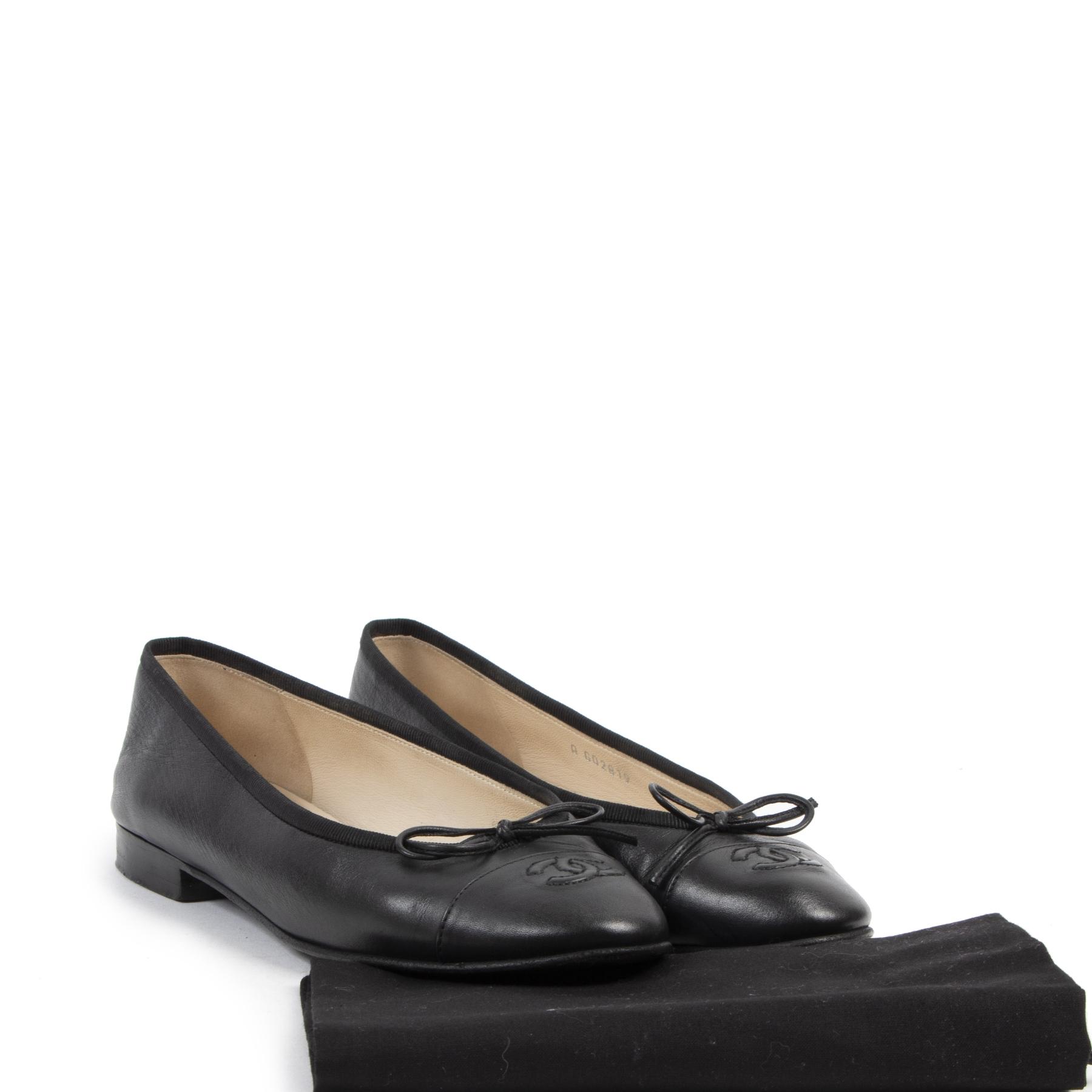 Authentieke tweedehands vintage Chanel Black Leather Flats - Size 37,5 Koop online webshop LabelLOV