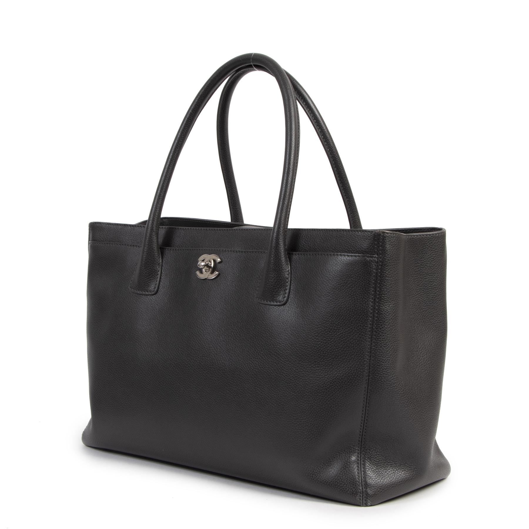 Authentique seconde-main vintage Chanel Dark Grey Executive Cerf Tote Bag achète en ligne webshop LabelLOV